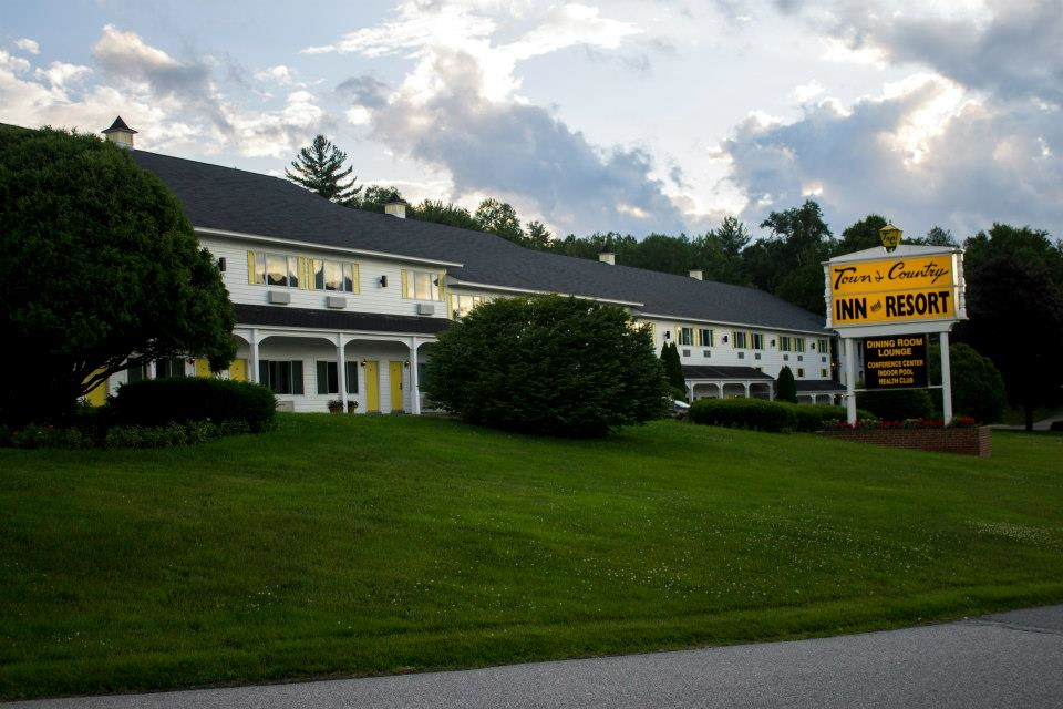 Town country inn and resort shelburne new hampshire nh for Town country motor inn