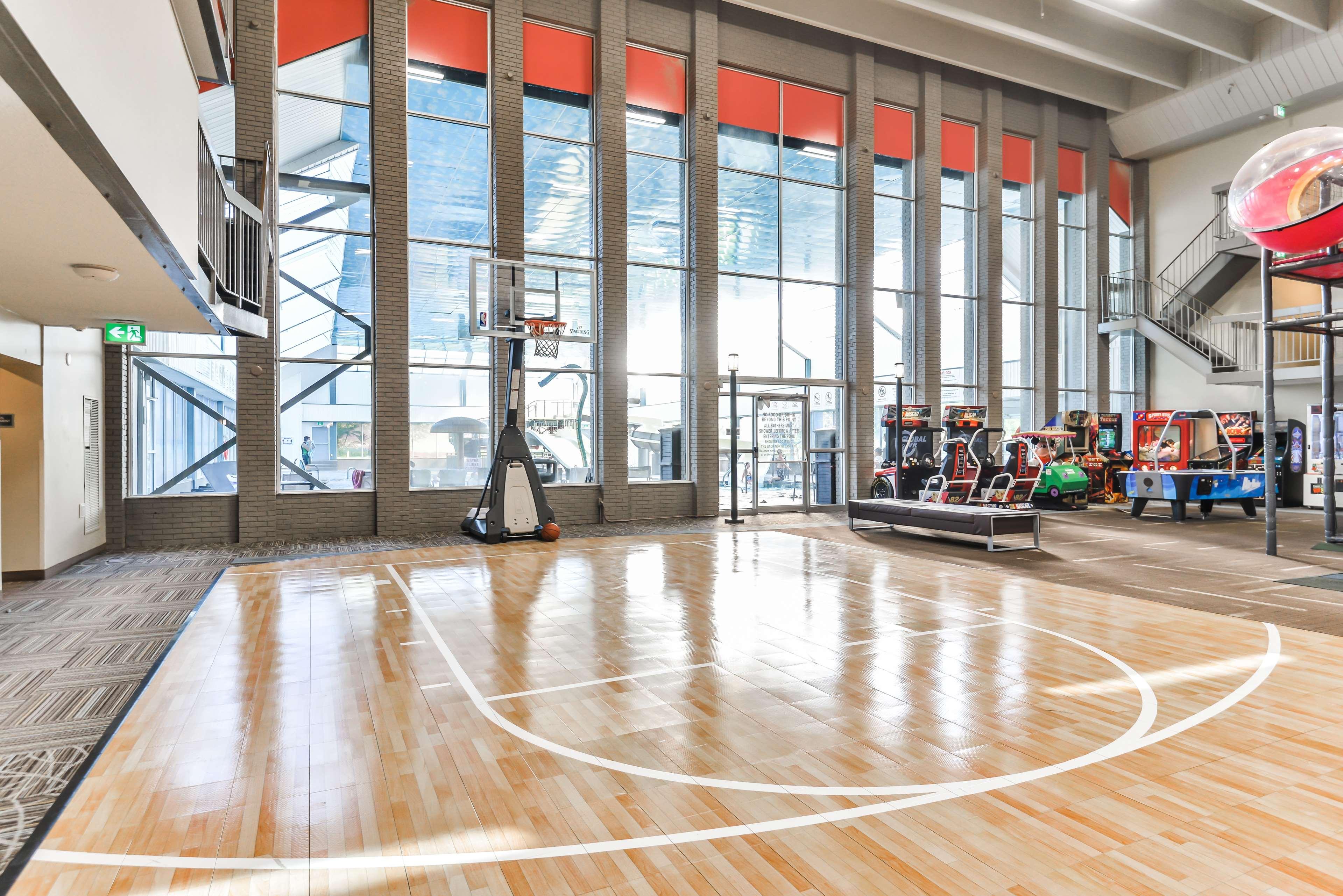 Basketball Court Best Western Plus Leamington Hotel & Conference Centre Leamington (519)326-8646