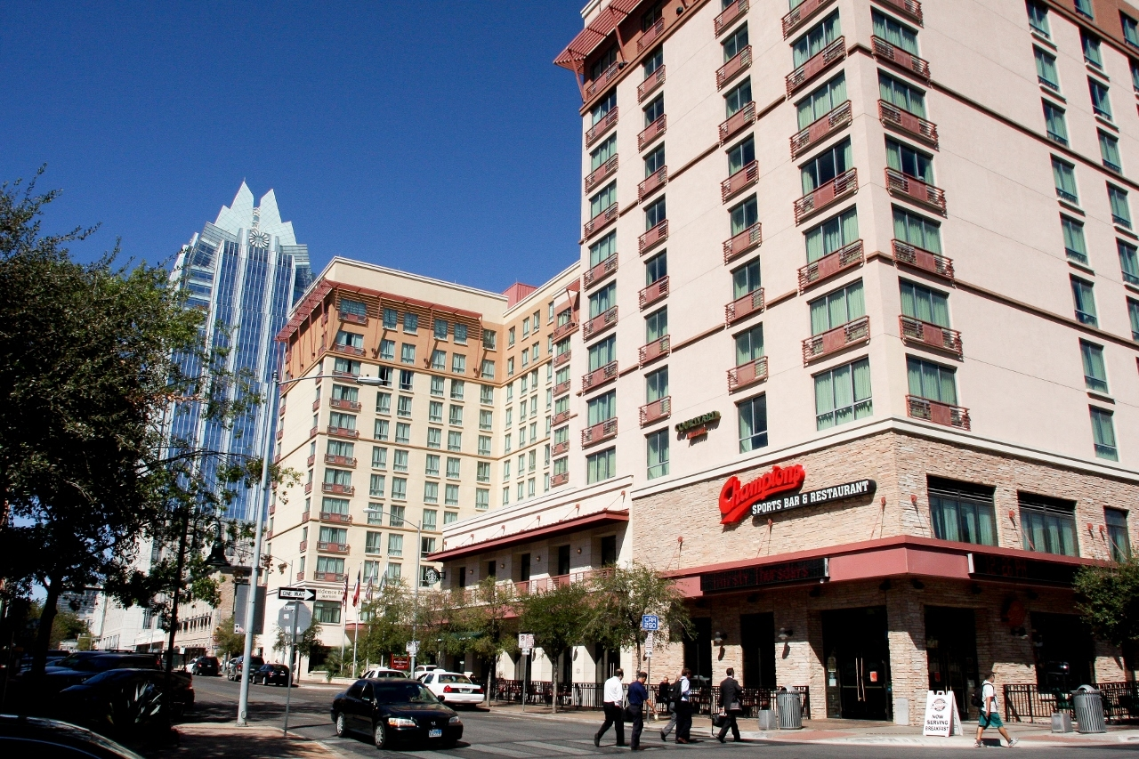 Courtyard By Marriott Austin Downtown Convention Center In