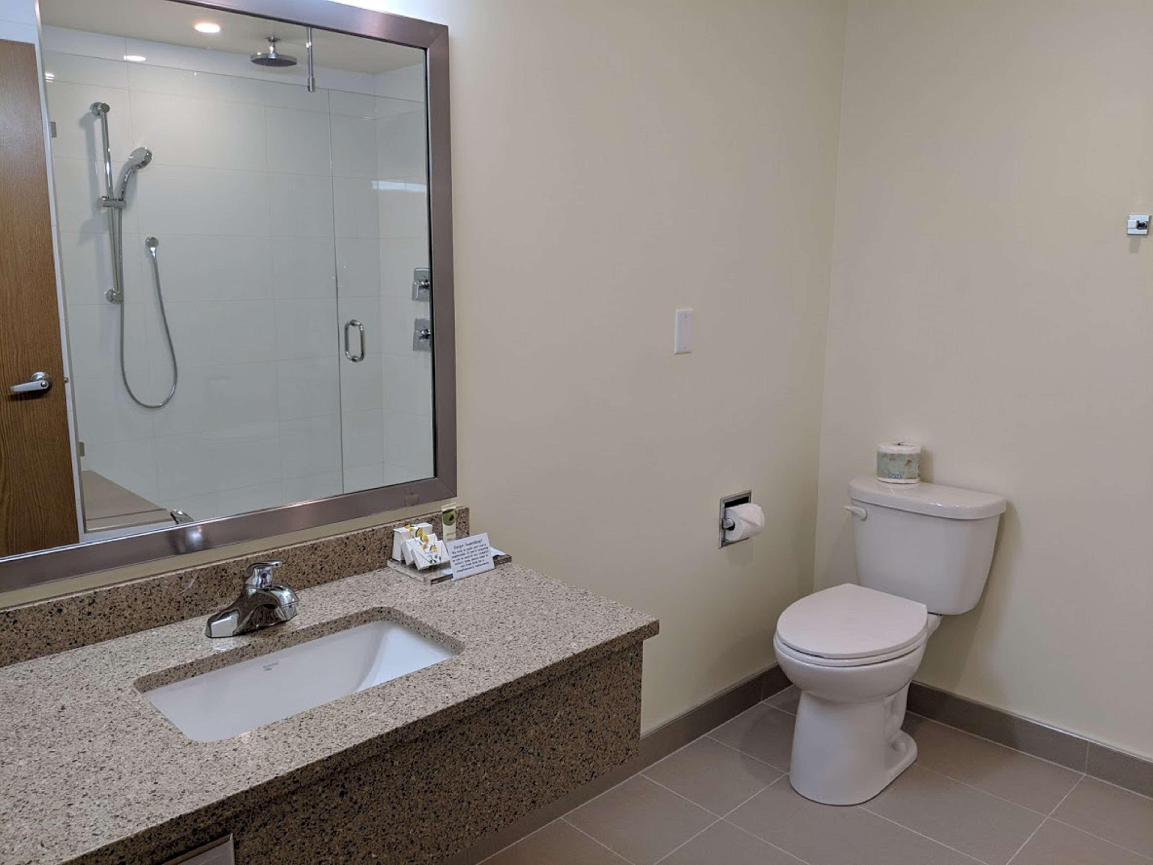 Surestay Hotel By Best Western Chilliwack in Chilliwack: Guest Bathroom Deluxe Room