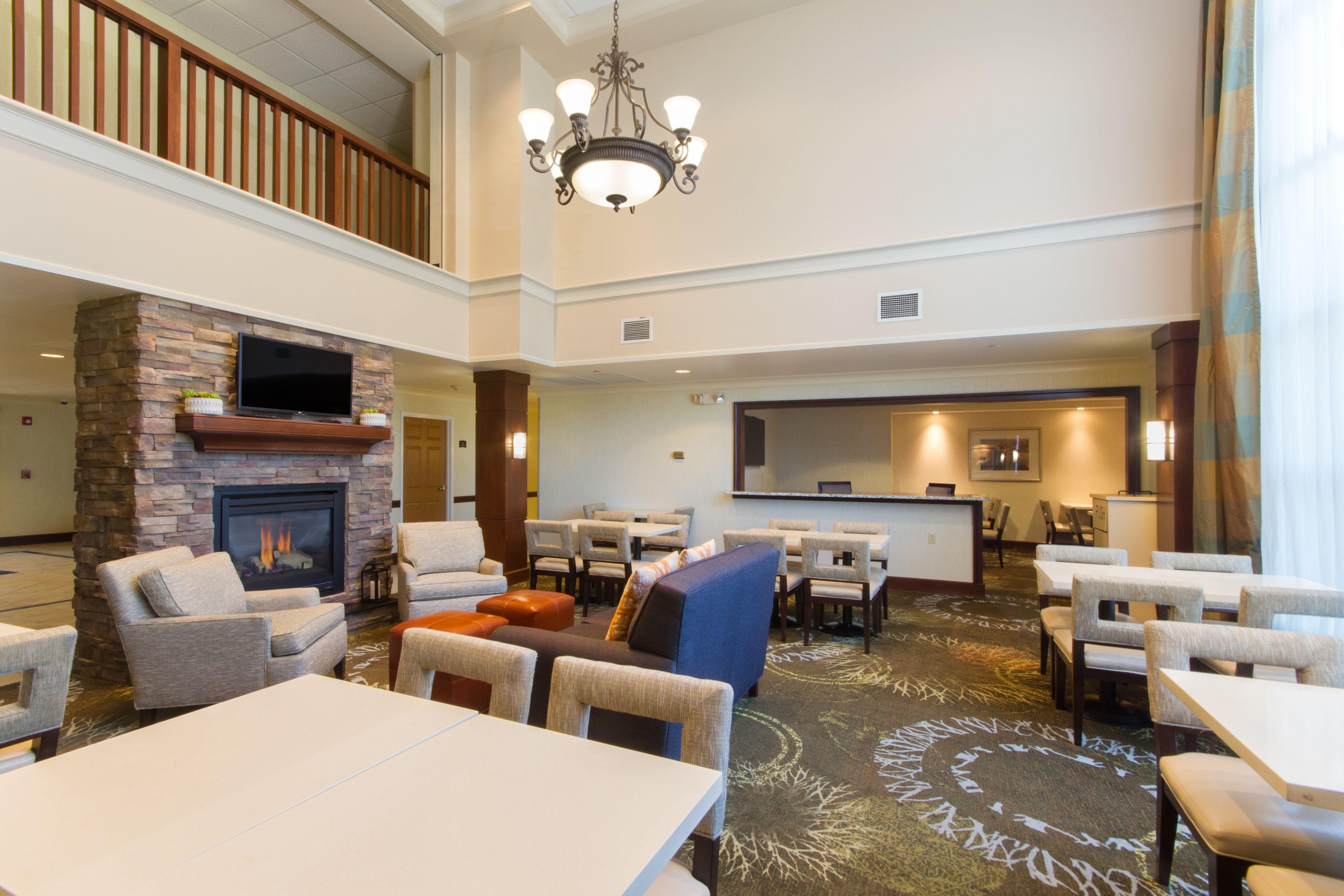 Comfort Suites Buffalo Airport New York | Hotel near