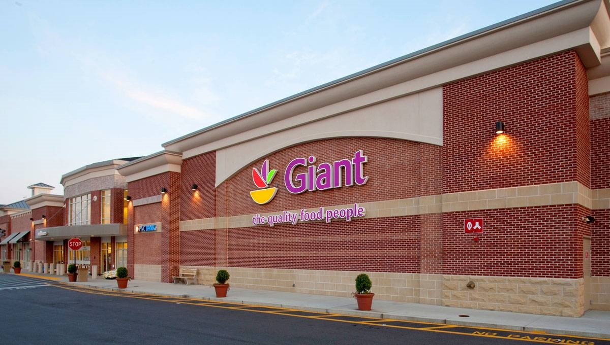 Shopping Mall in MD Edgewater 21037 Village at Lee Airpark 3-15 Lee Airpark Dr  (703)442-4300