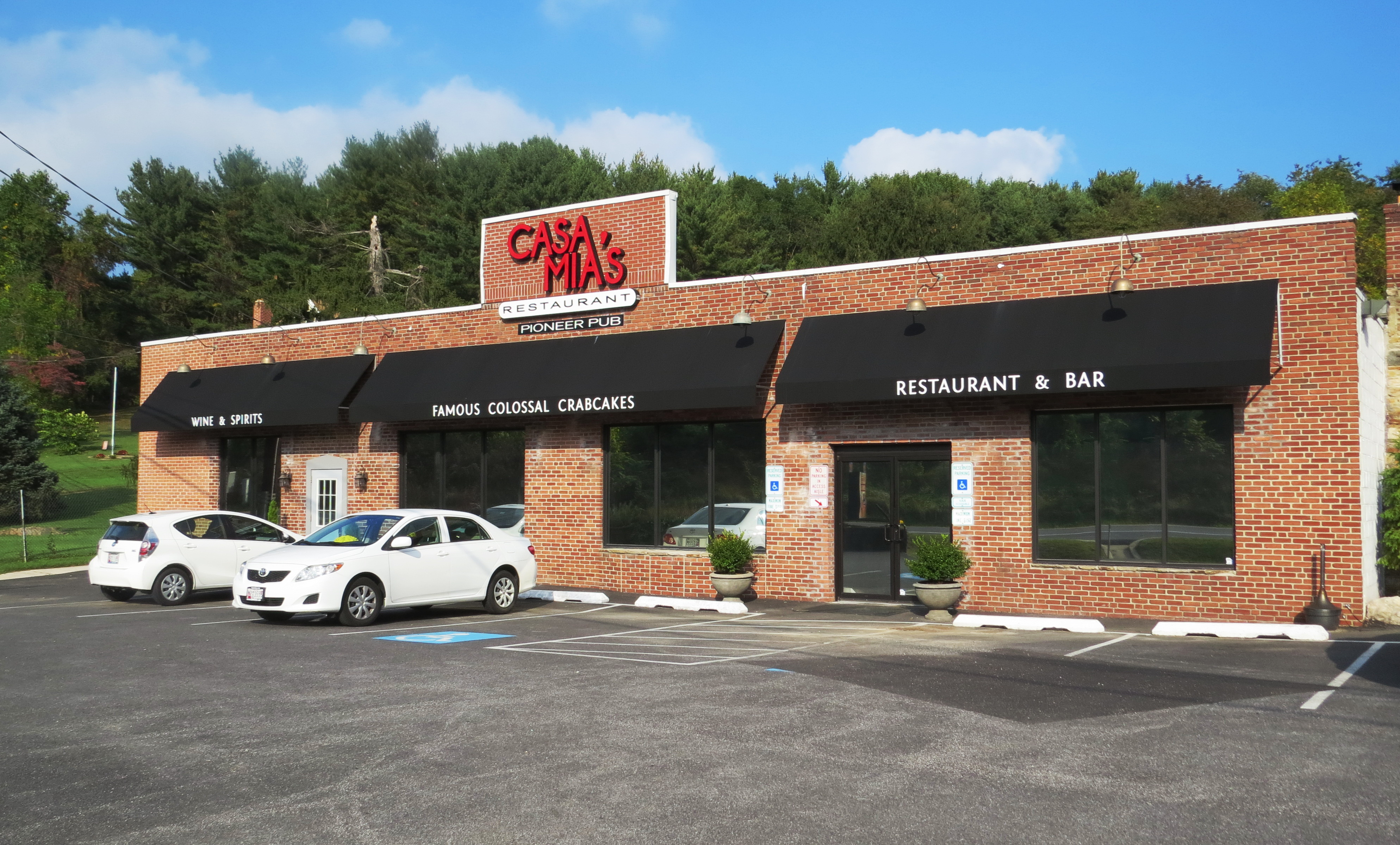 Casa Mias Restaurant storefront awnings     Call A. Hoffman Awning in Baltimore     410-685-5687