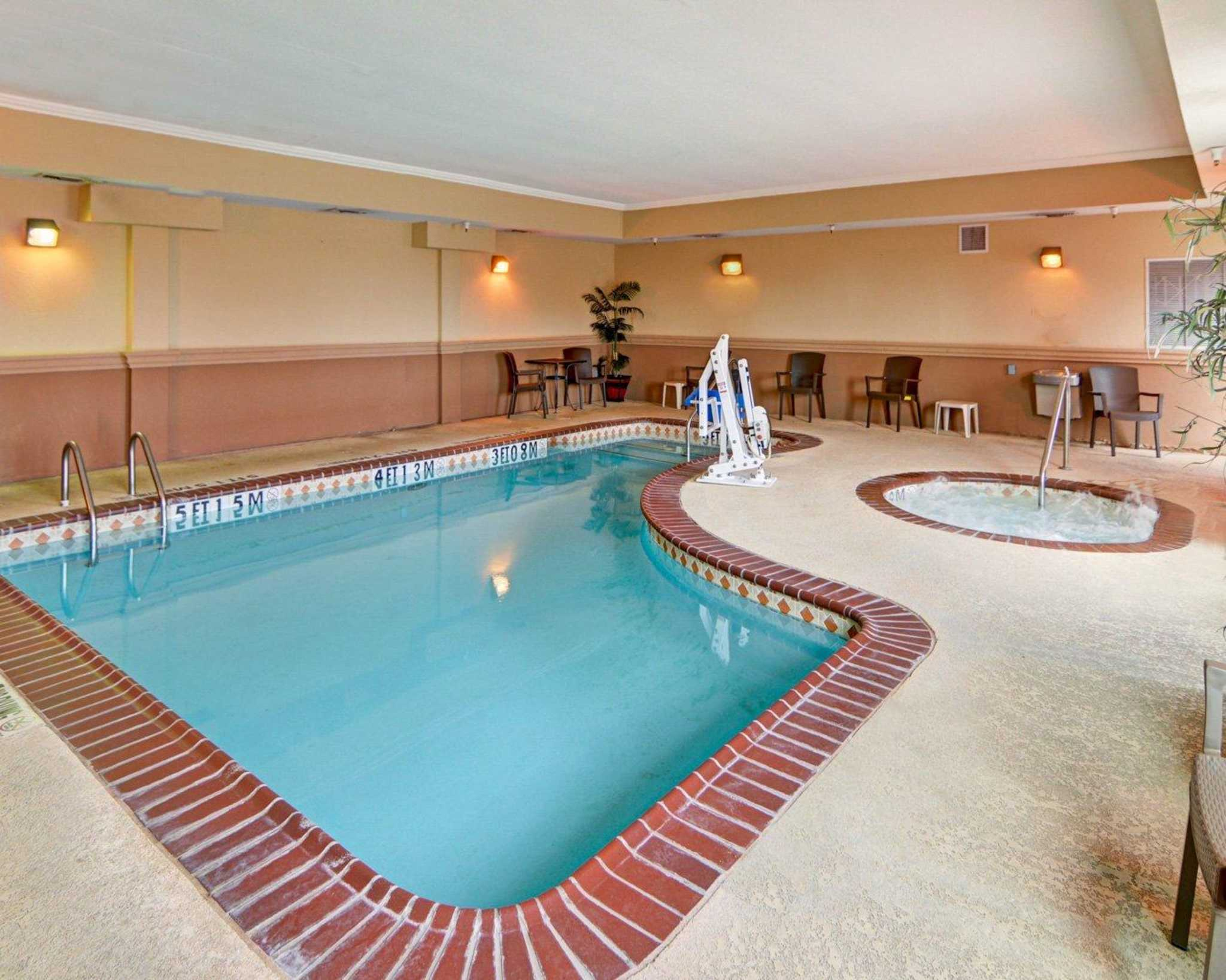 Hotels Near Cowboys Stadium With Indoor Pool