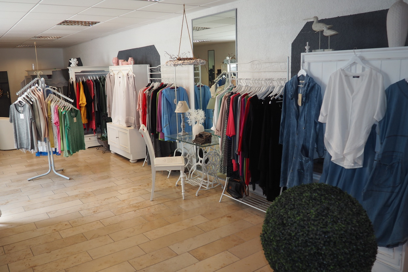 the best addresses for clothing store - women in