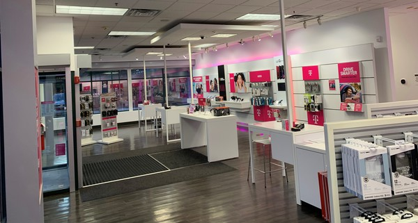 Interior photo of T-Mobile Store at Rt 101a & Somerset Pkwy, Nashua, NH