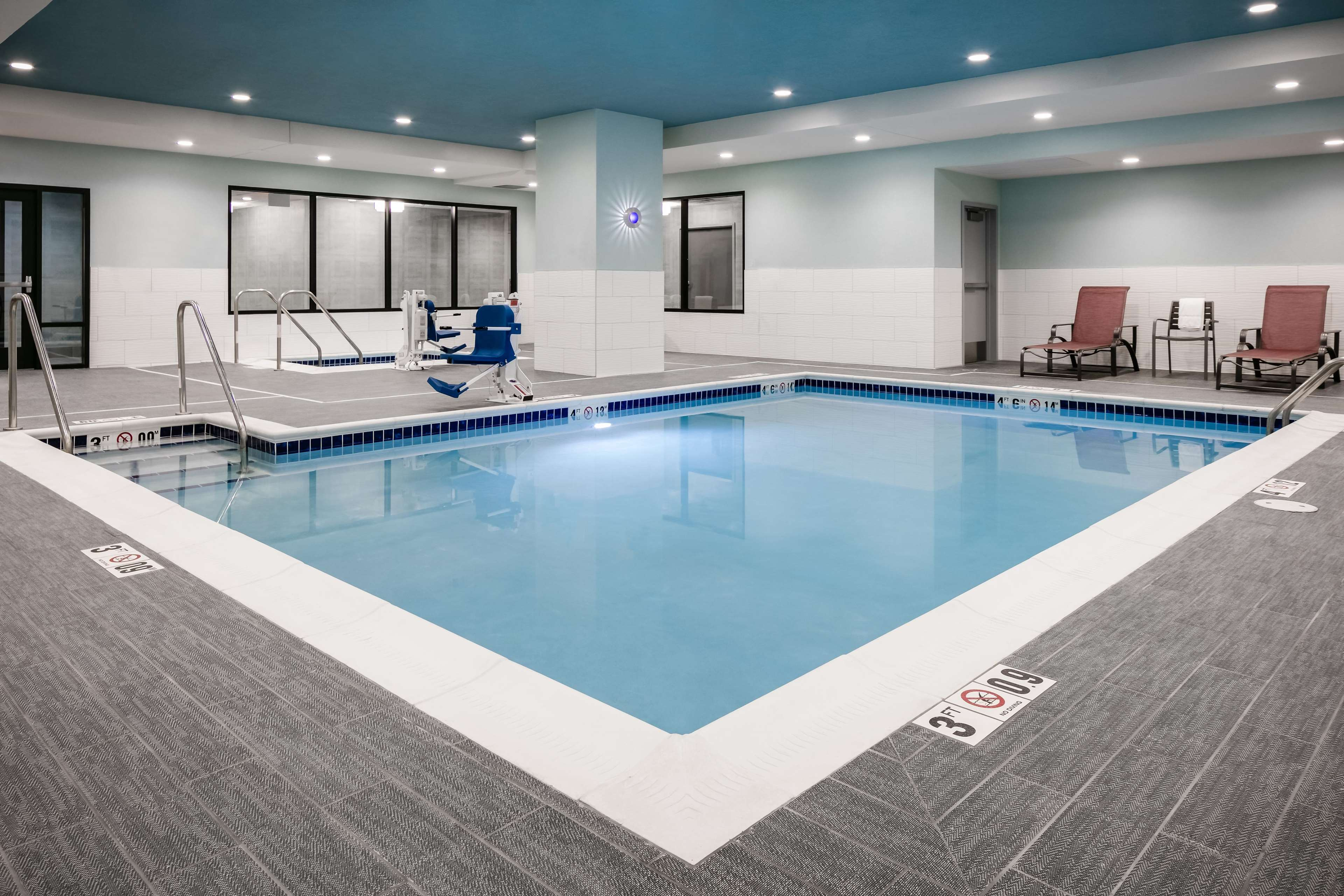Hilton garden inn iowa city downtown university iowa city for Garden town pool