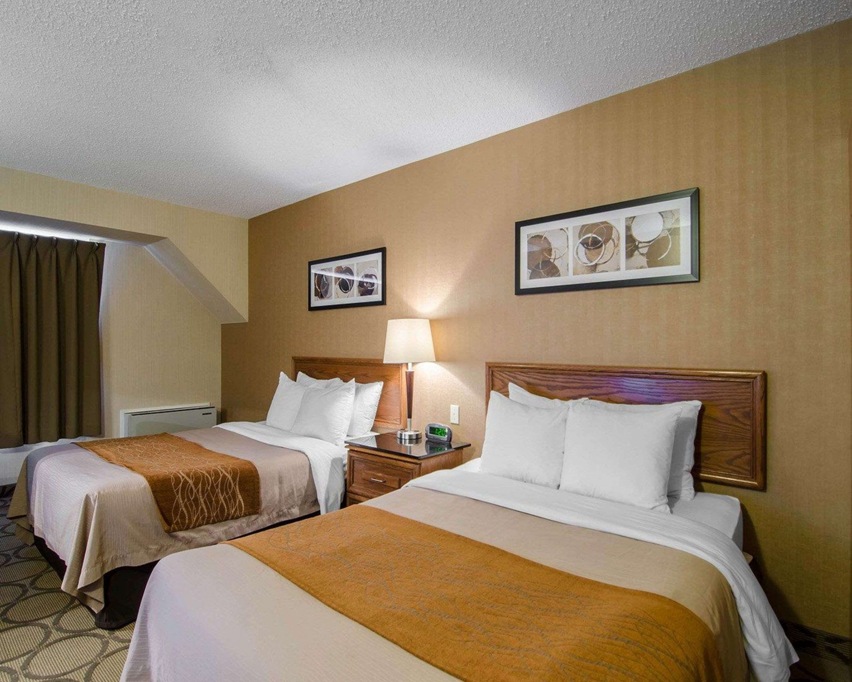 Comfort Inn in Saskatoon: Guest room with queen beds