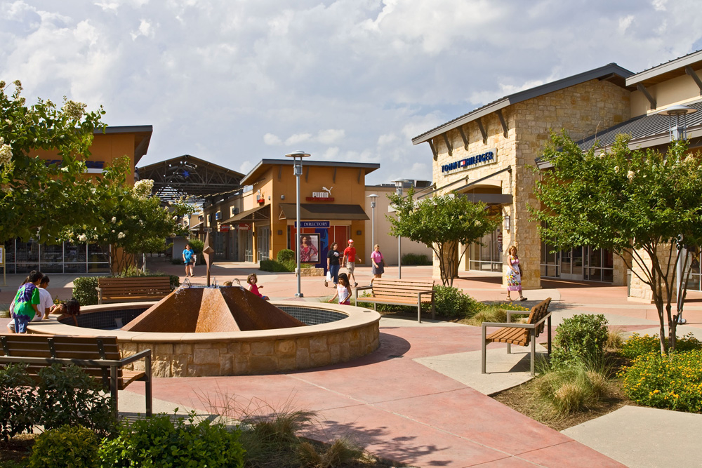 Aug 10,  · Round Rock Premium Outlets features an impressive collection of the finest brands for you, your family and your home. Include a shopping stop during your next trip to the area.