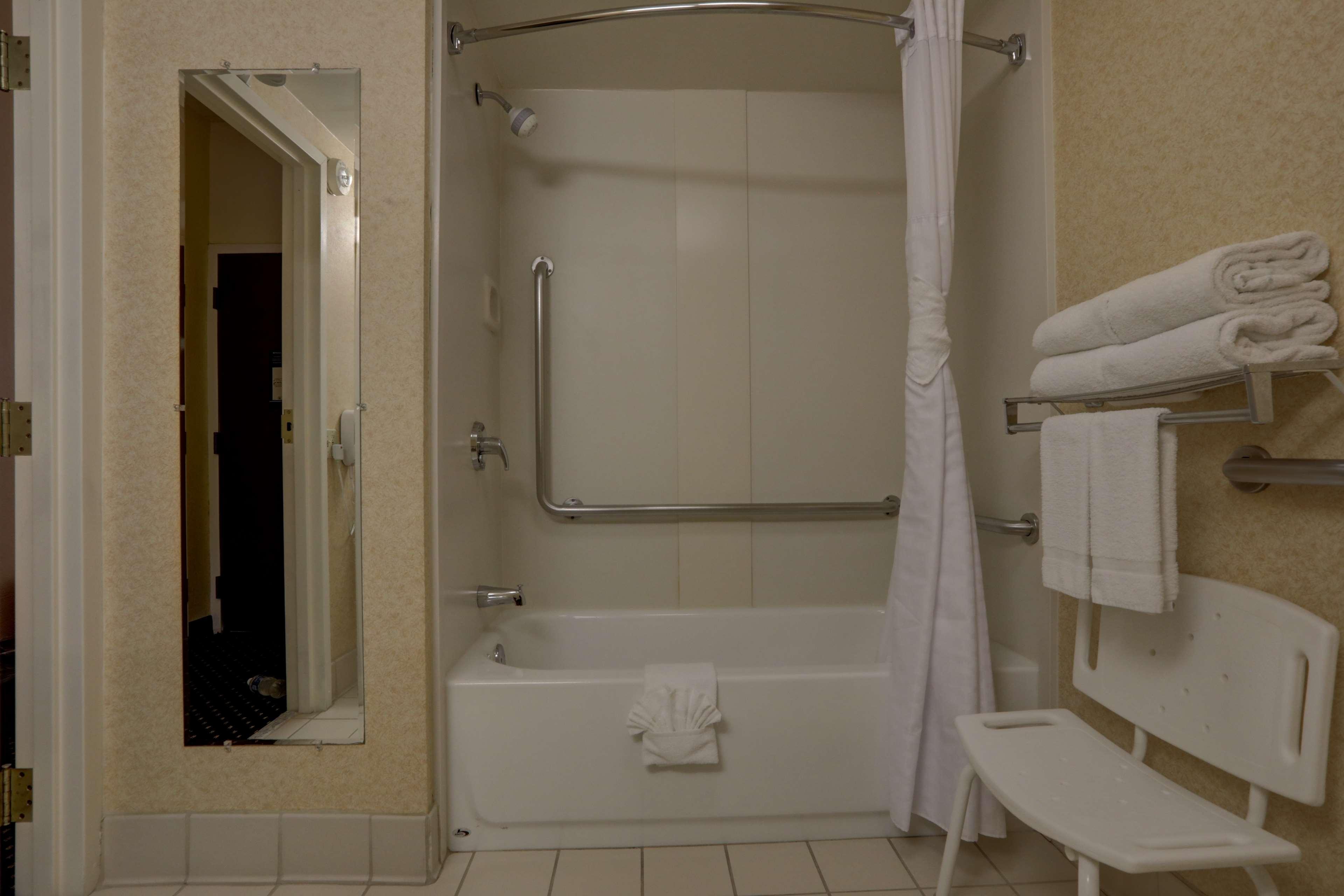 Queen Mobile Accessible Bathroom