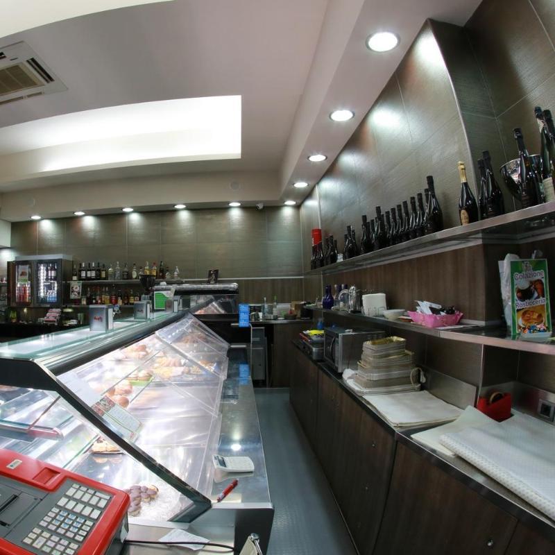 Alimentazione ristorazione snack a lecce infobel italia for Arredo bar lecce