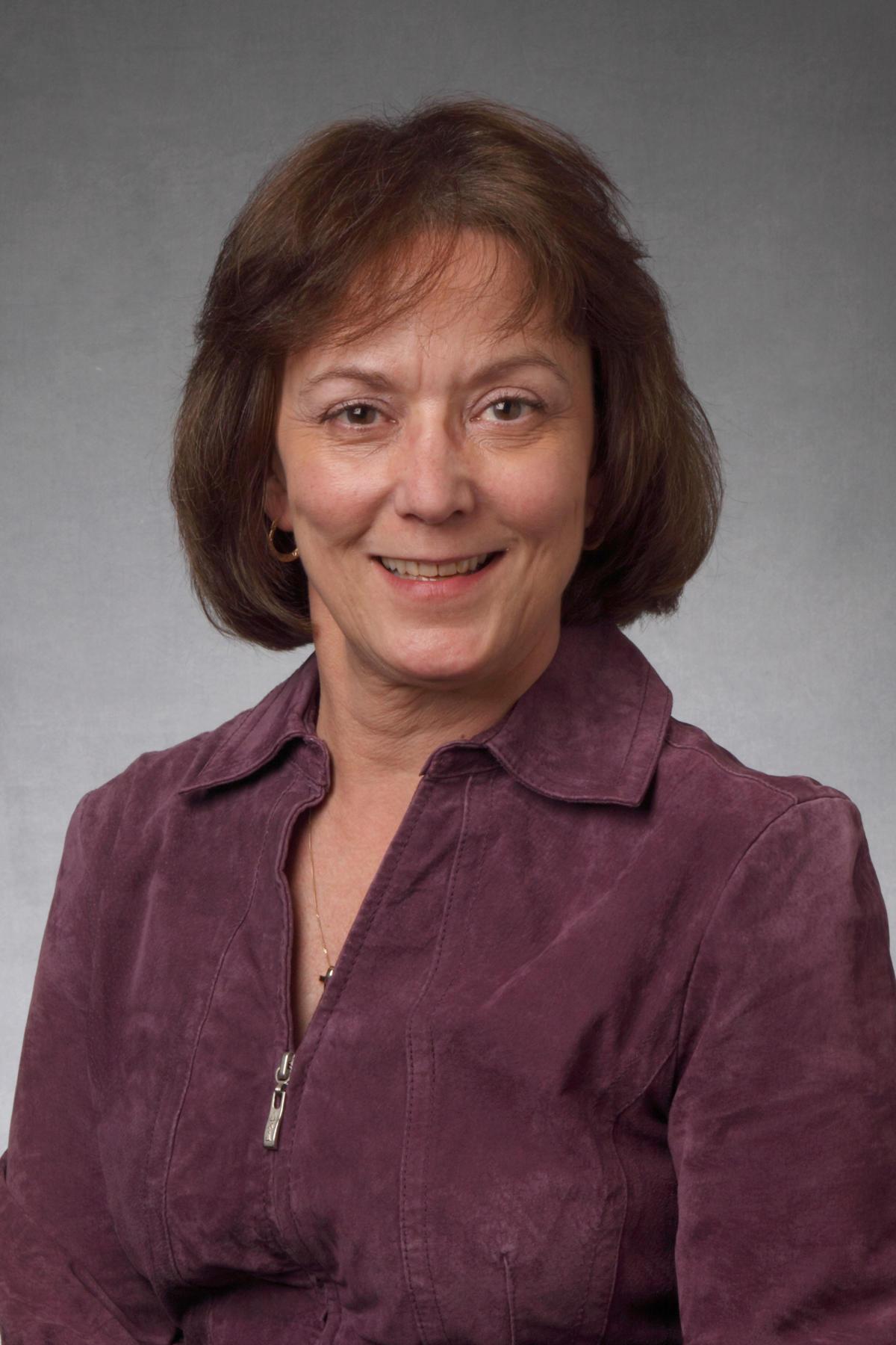 Lynn Lewis, CNP