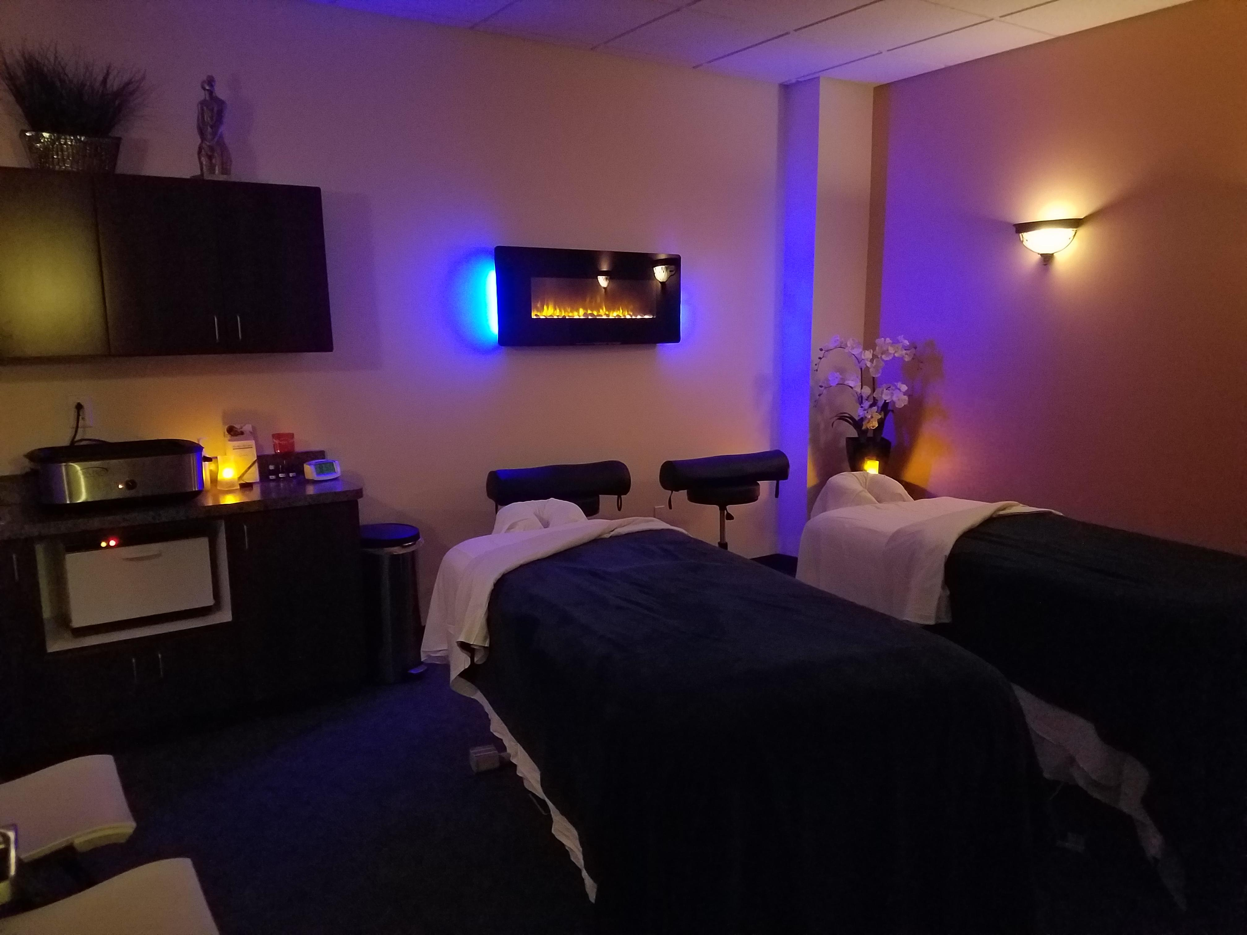 Hand stone massage and facial spa coupons near me in for Couple spa near me