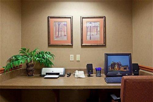 Holiday Inn Express & Suites Auburn image 2