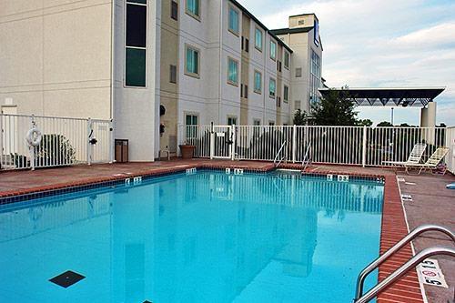 Motel 6 El Reno image 0