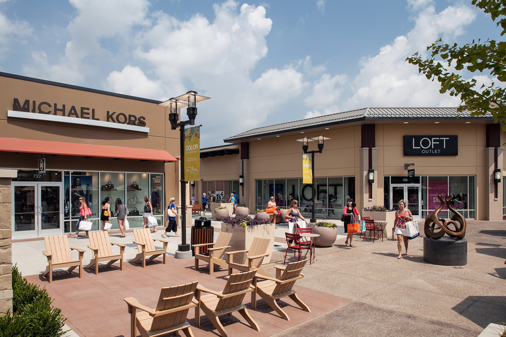 Find Nearby Centers See All Properties Mall Insider VIP Club. Brands Simon Shop, Support & Saving 25% at kate spade new york, J. Crew Factory, Under Armour. We could not retrieve directory information at St. Louis Premium Outlets® right now. Please try again soon.