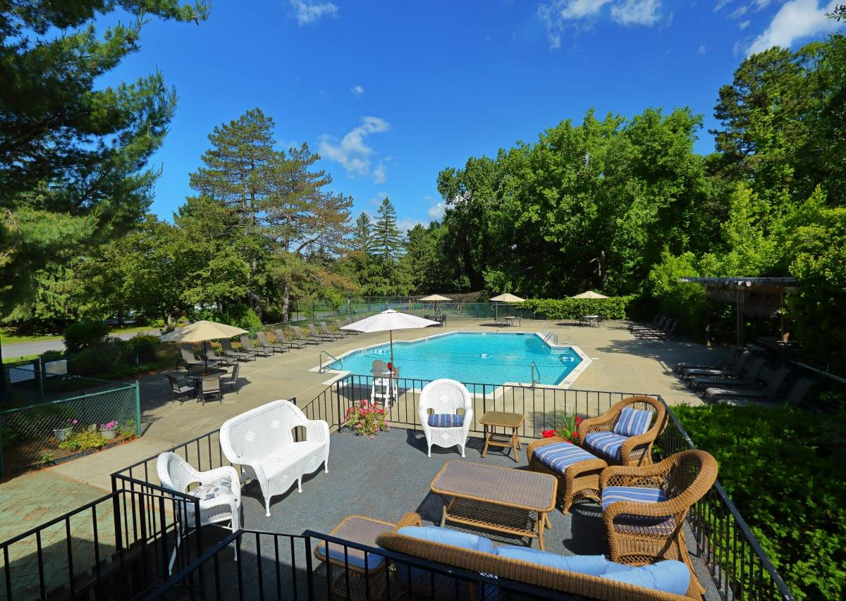 Relax poolside Oxford Heights Albany (518)456-4822