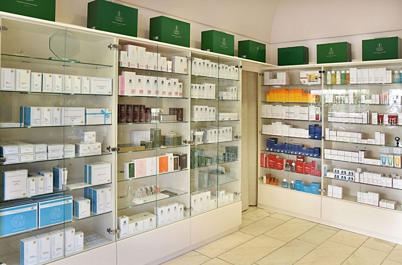 Liane Bott, Kosmetikinstitut