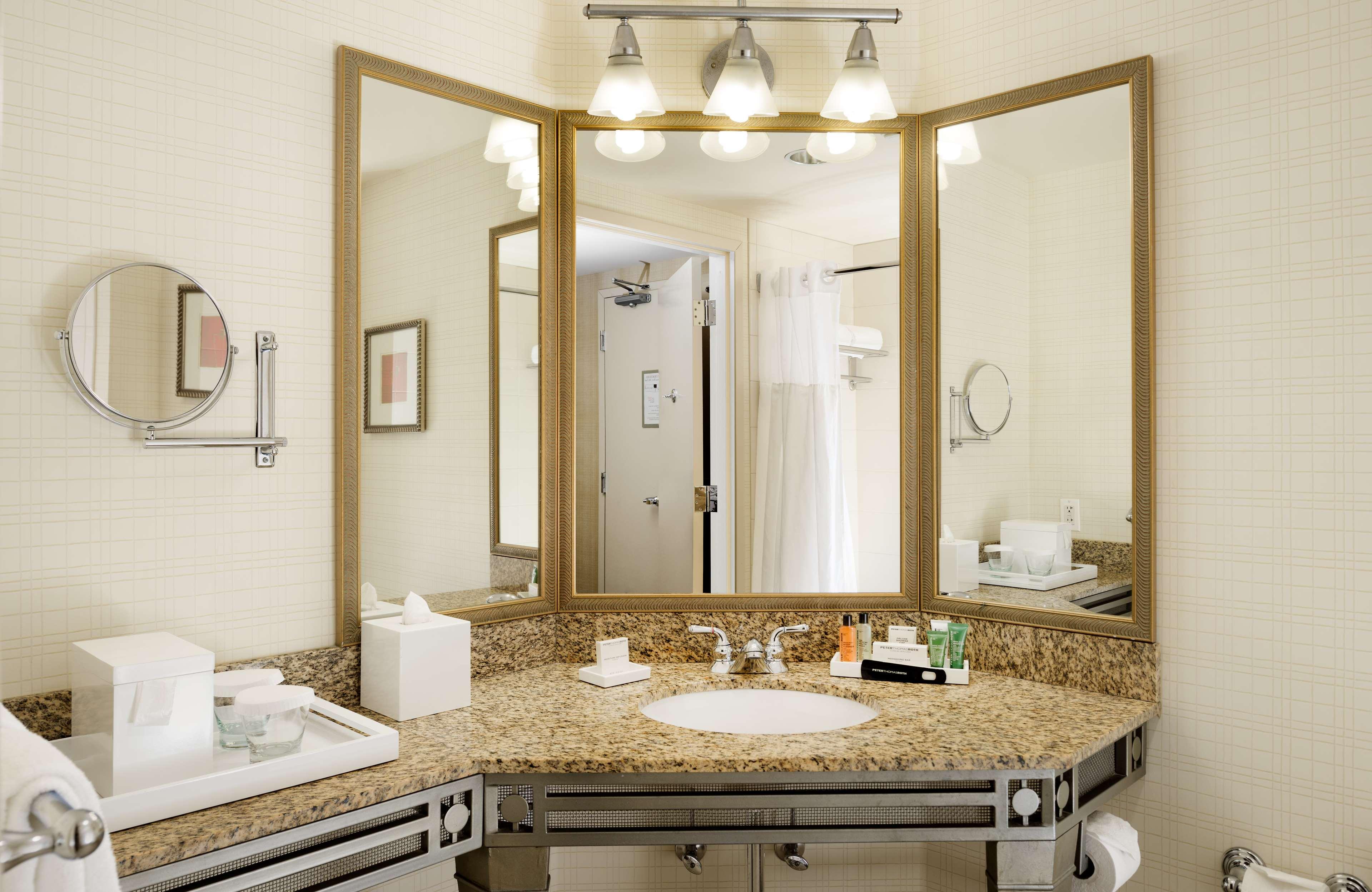Hilton Santa Clara Room Service