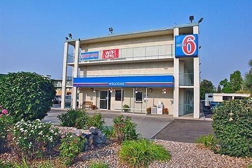 Motel 6 Denver Central - Federal Boulevard image 5
