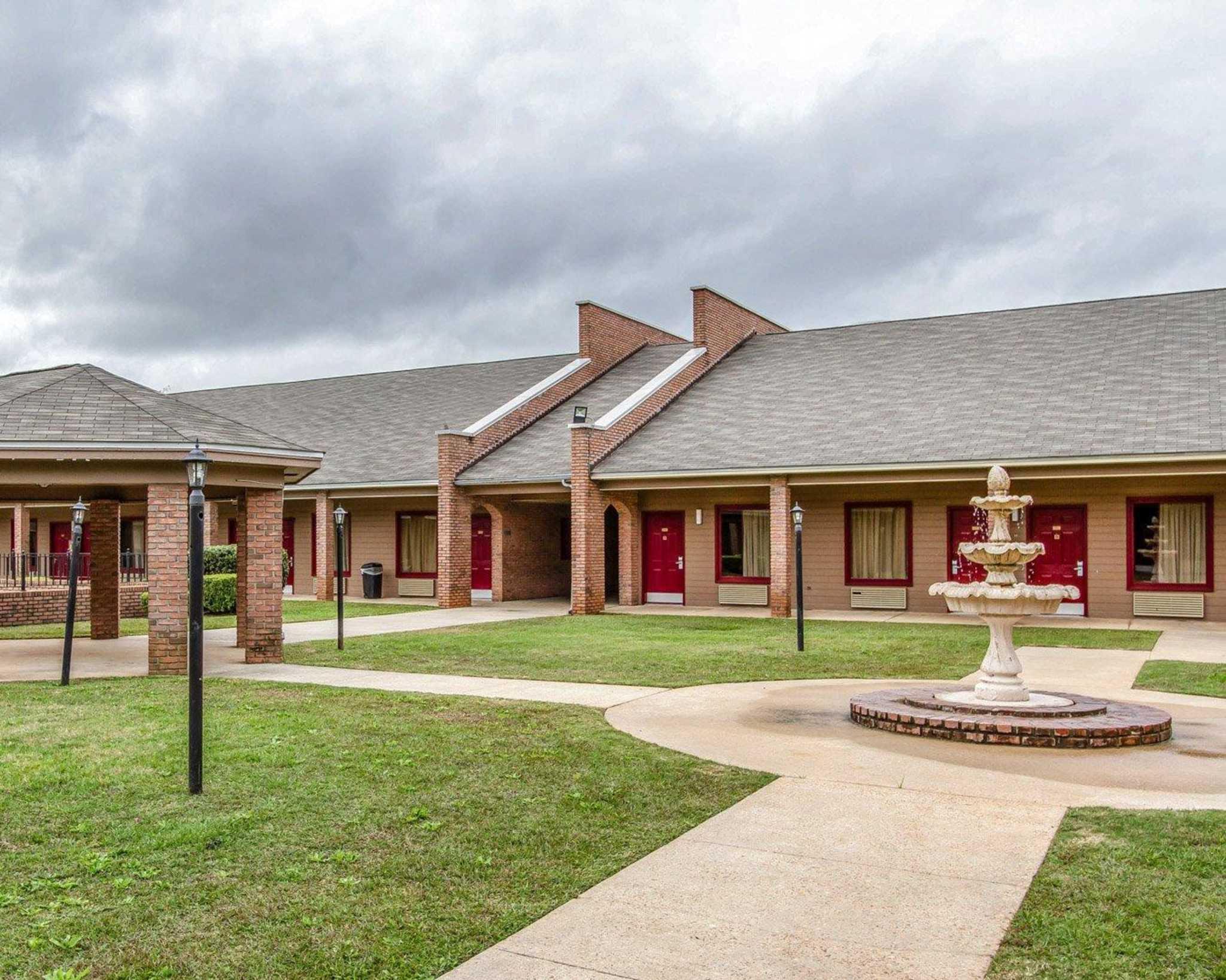 Econo Lodge Inn  U0026 Suites  Enterprise Alabama  Al