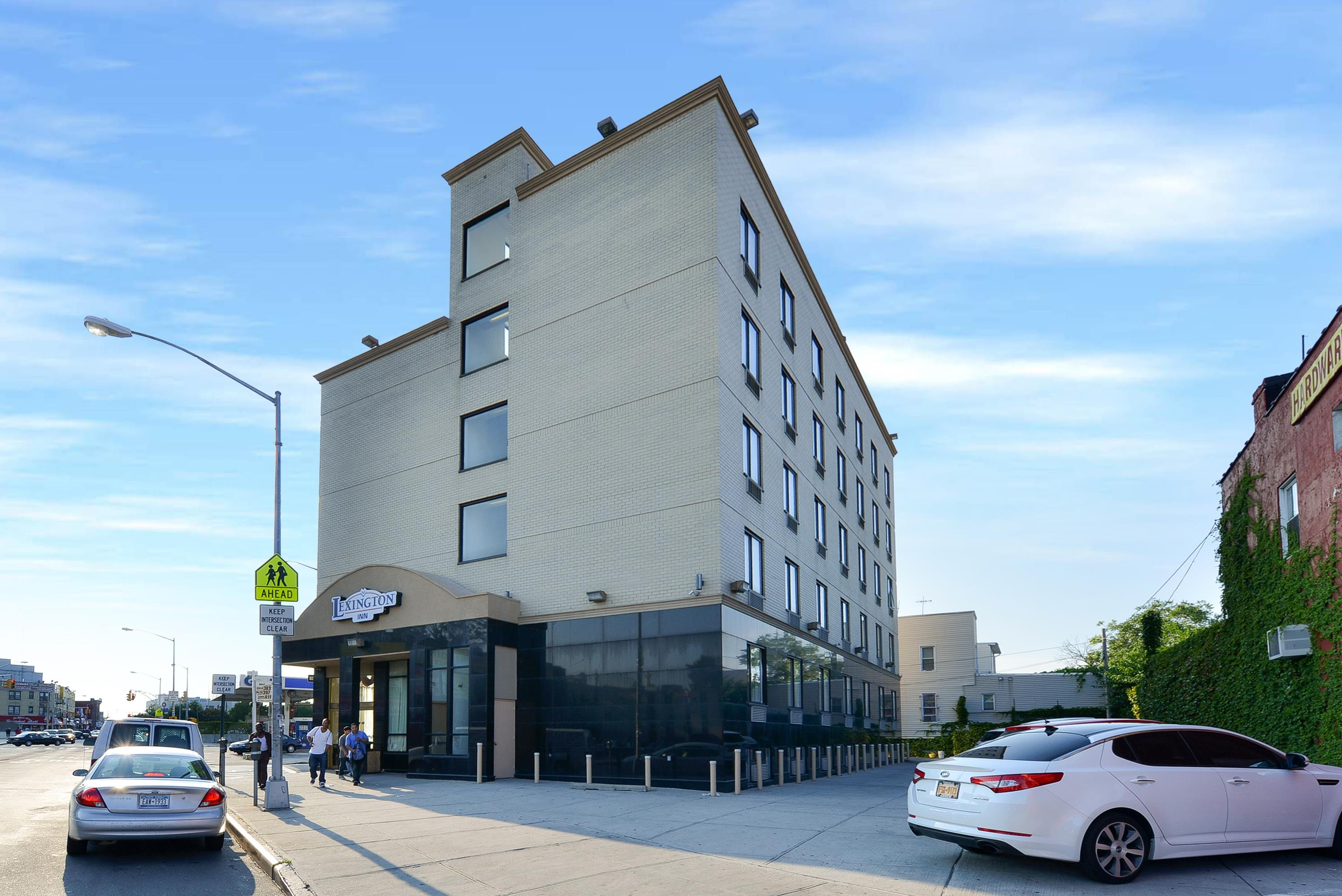 Lexington inn at jfk airport jamaica new york ny for Hotels near jf kennedy airport