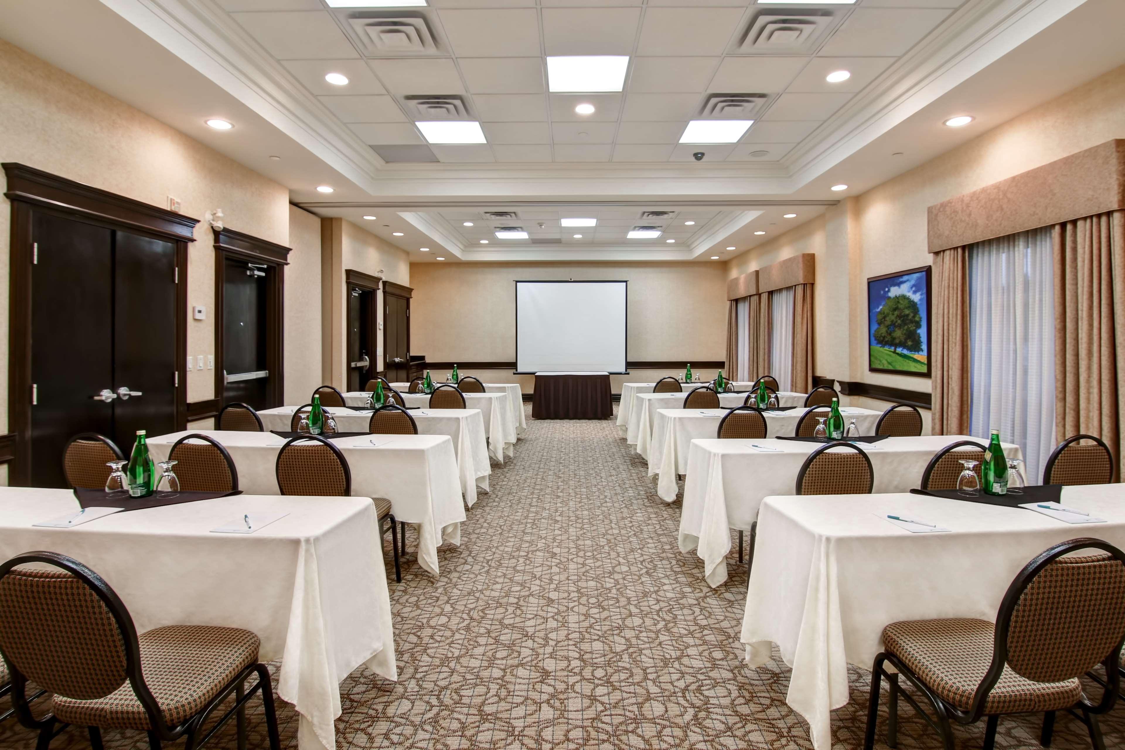 Homewood Suites by Hilton Burlington in Burlington: Meeting Room