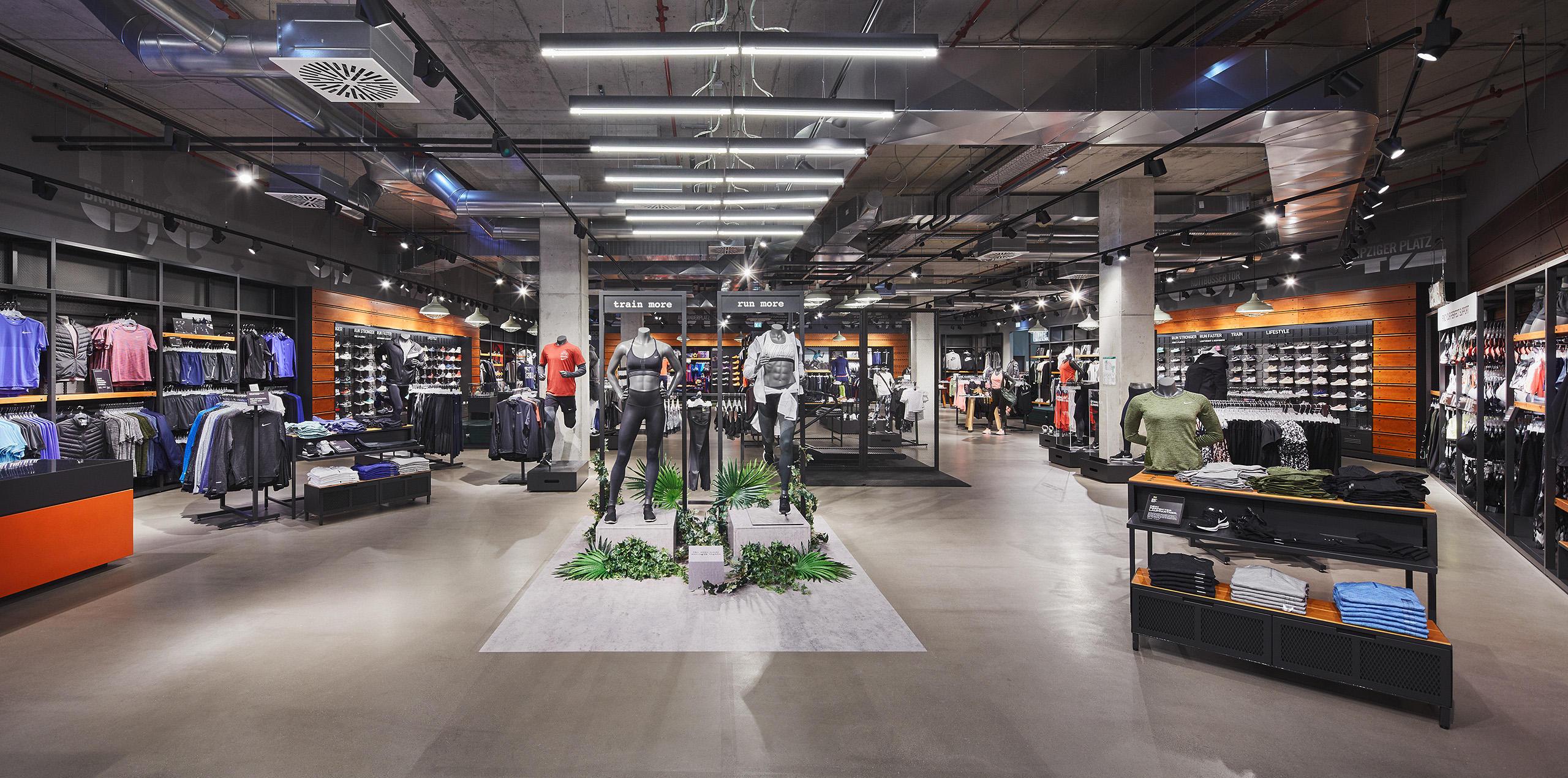 NIKE Store, Sportmode & Sportartikel in Berlin, Leipziger
