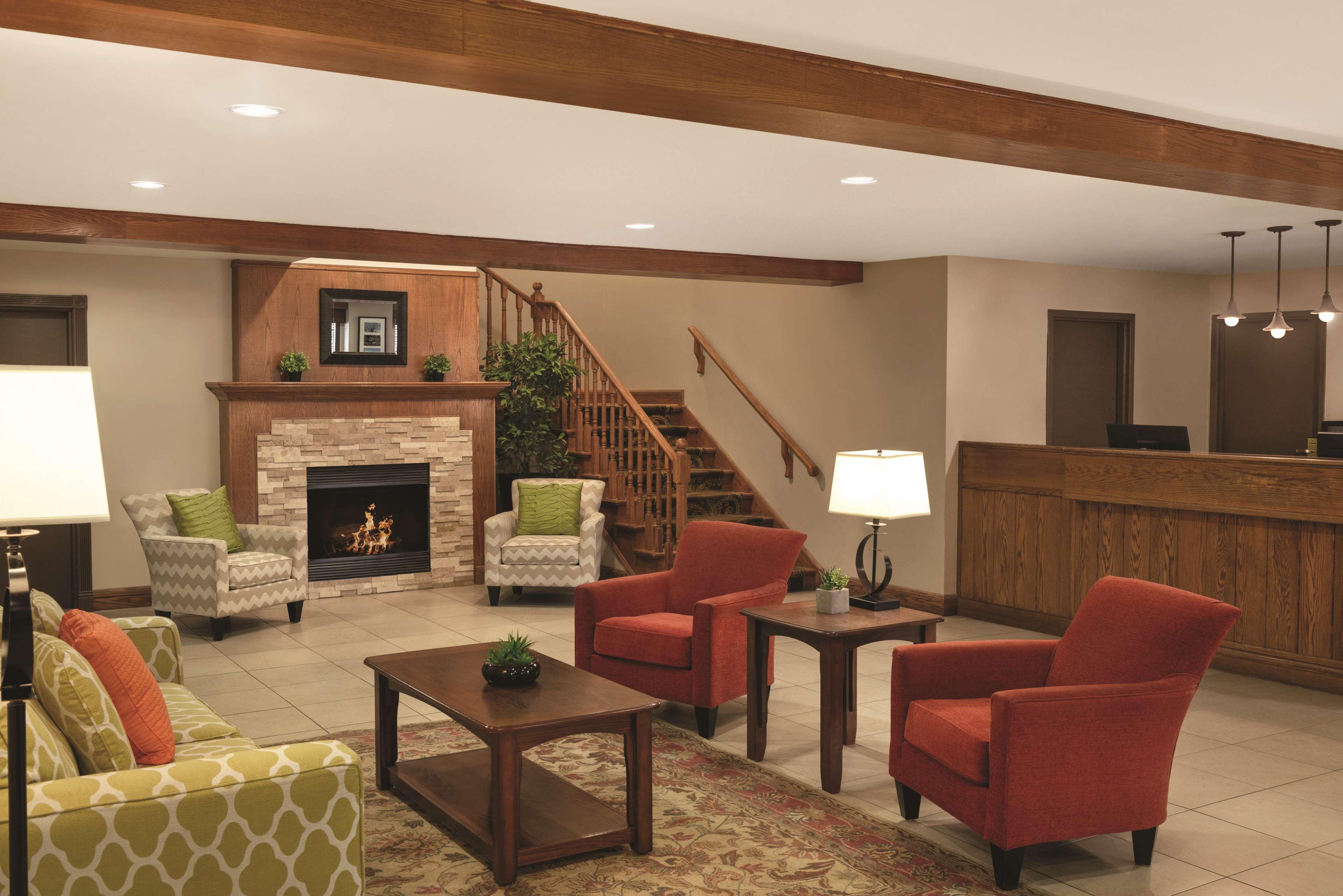 Country Inn & Suites by Radisson, Saskatoon, SK in Saskatoon: Lobby