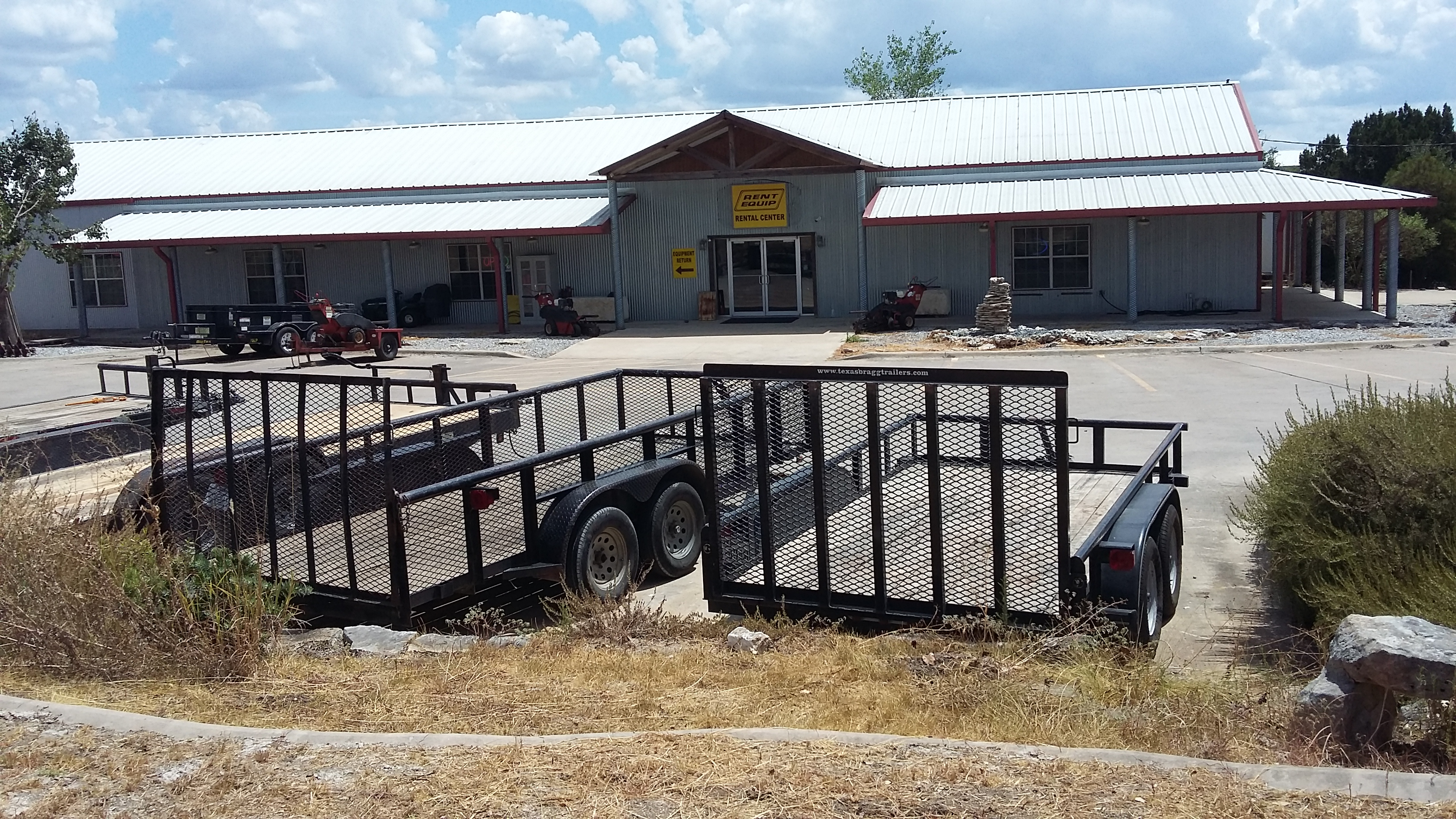 Rent Equip And Feed Store In Dripping Springs Tx 78620