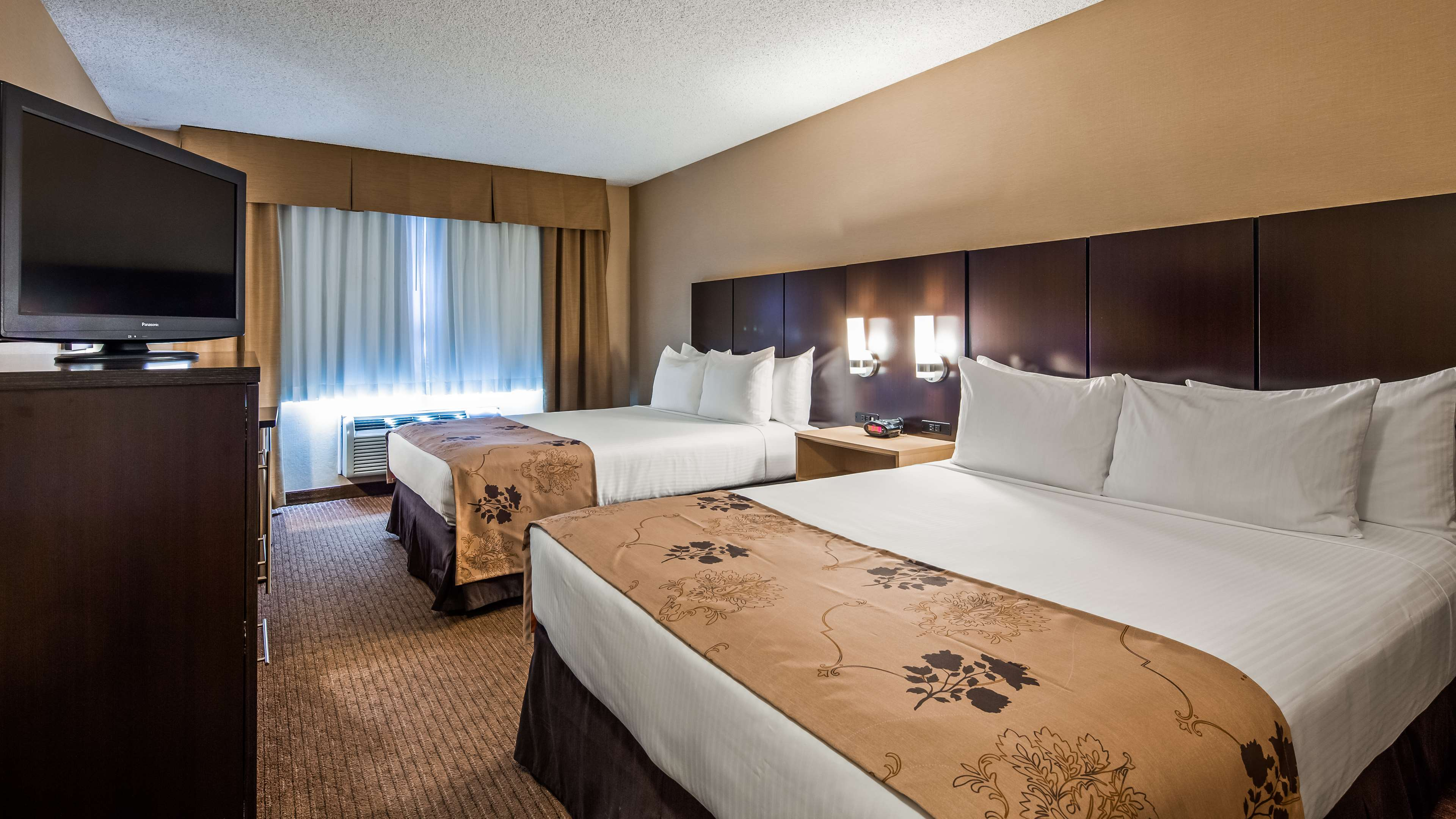Two Queen Guest Room Best Western Seattle Airport Hotel Seattle (206)878-3300