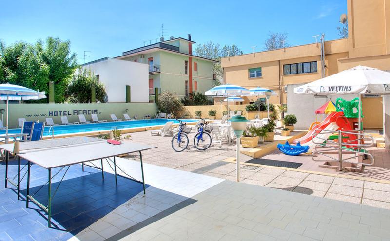 Hotel acacia alberghi alberghi ristoranti cesenatico italia tel 054786 - Piscina seven savignano ...