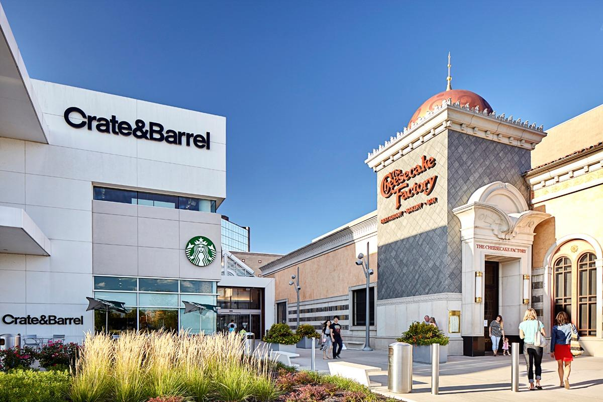 The area near Fashion Mall at Keystone offers some spots for inquisitive foodies. Caffeine fiends will like the featured roasts and finger treats at Starbucks ( Keystone Crossing, Indianapolis). Seal the night with an enticing meal at Mimi Blue Meatballs ( Keystone Crossing, Indianapolis).