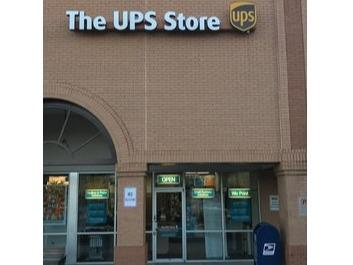 The Ups Store The Kroger Shopping Center Shipping Packing