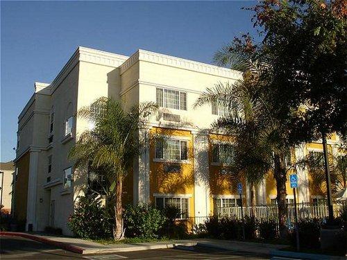Holiday Inn Express Suites Garden Grove Anaheim South In Garden Grove Ca 92843