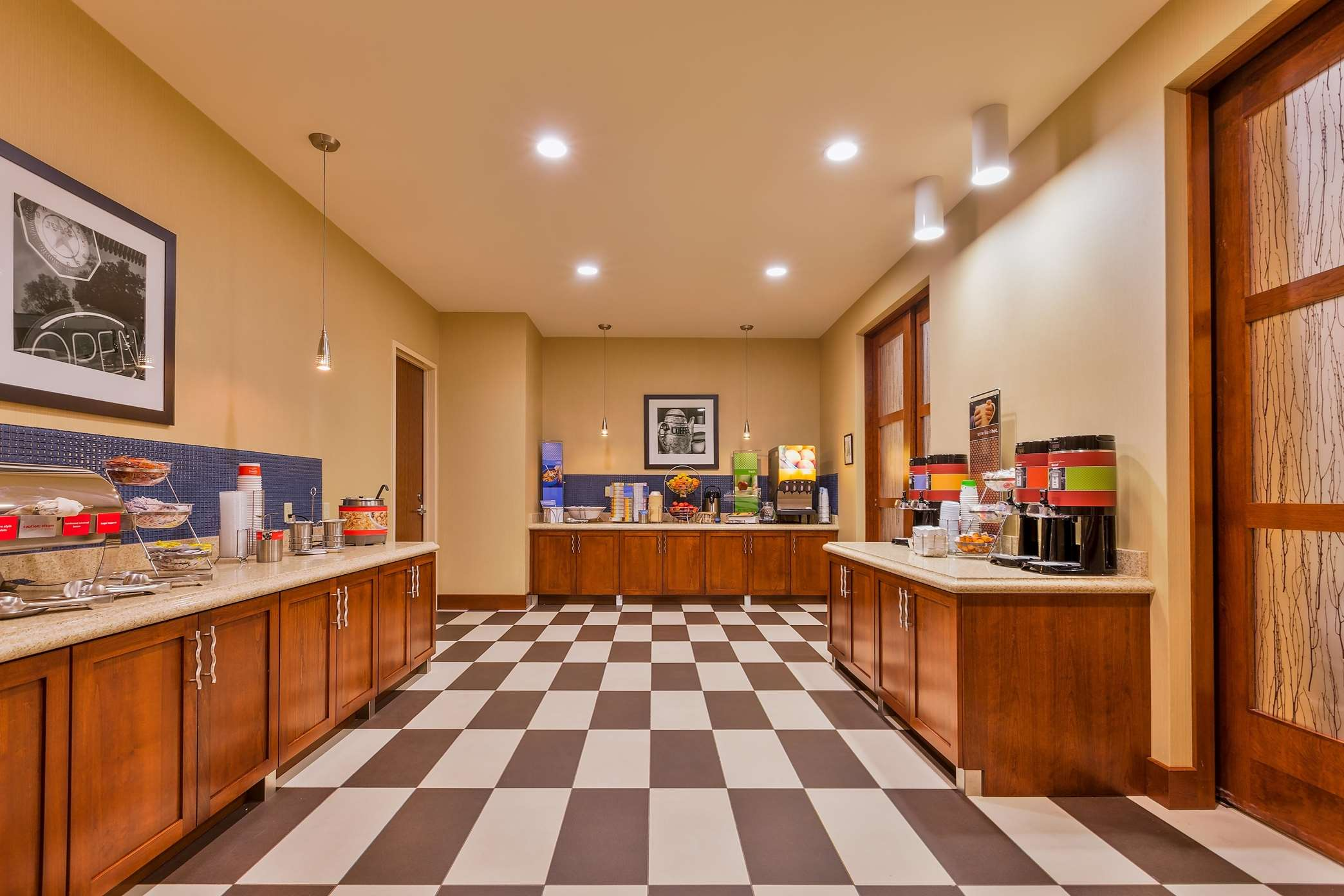 hampton inn suites downtown owensboro waterfront in. Black Bedroom Furniture Sets. Home Design Ideas
