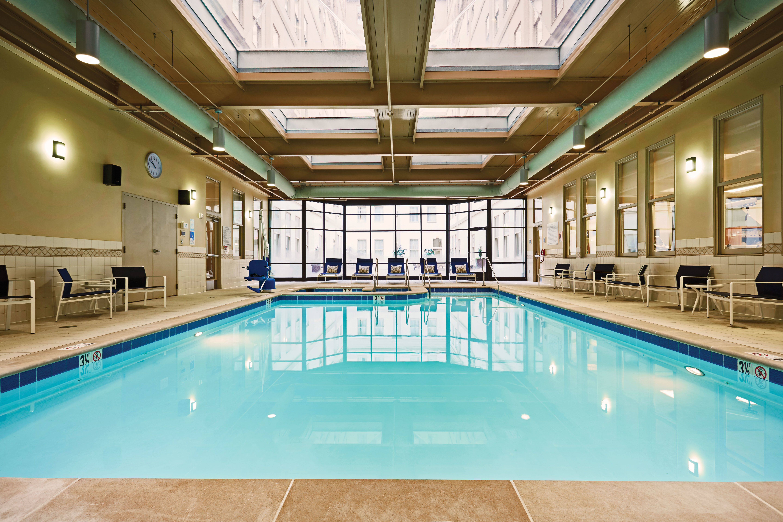Hilton richmond downtown richmond virginia va for Richmond gardens pool