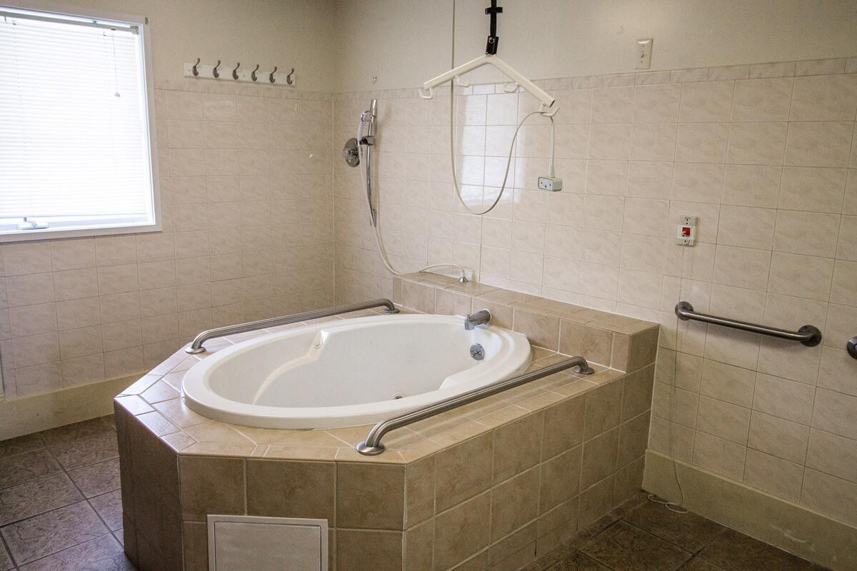 Assistance oriented bathroom with bathtub