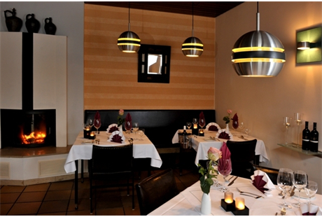 Espert-Klause & Bar