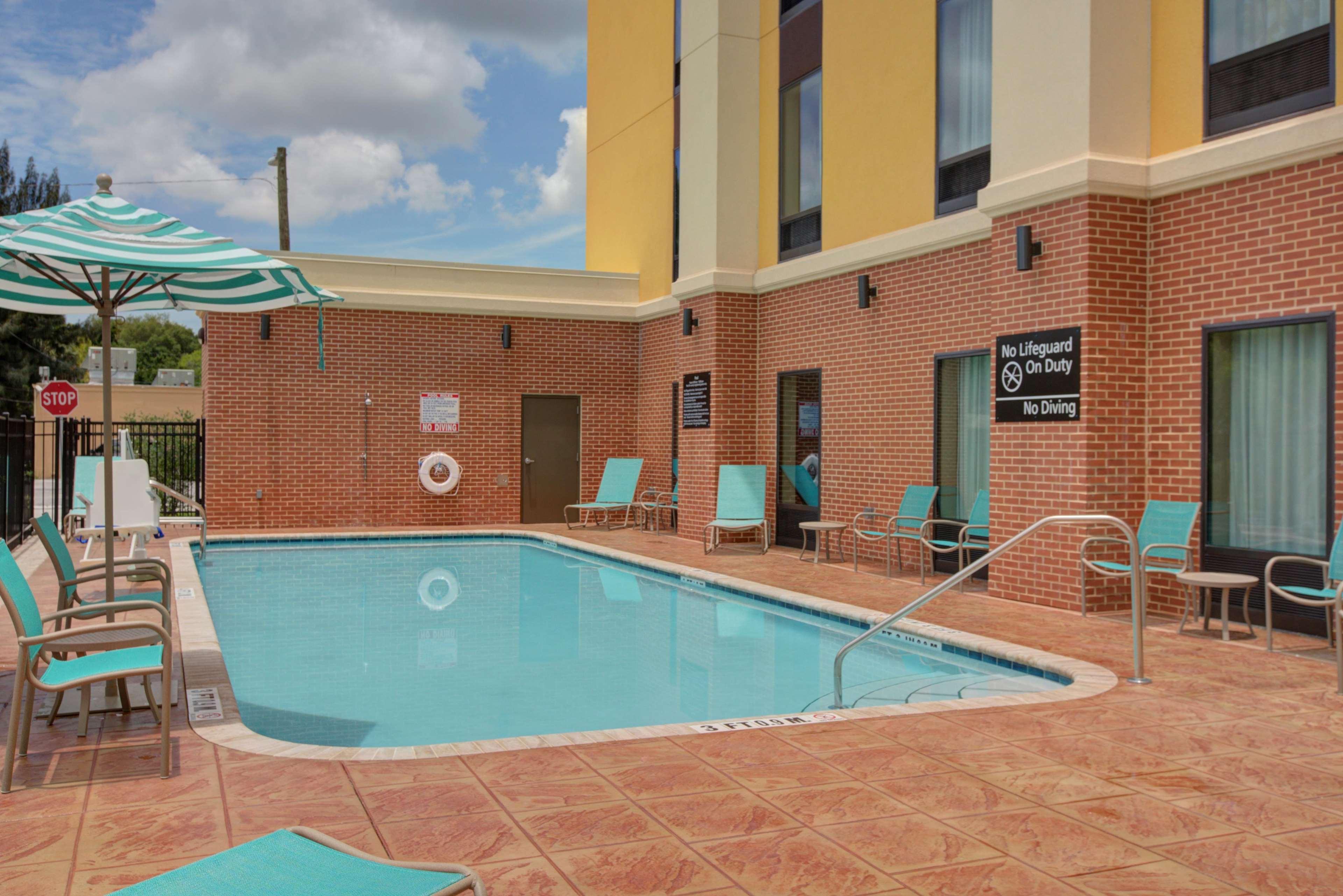 Hampton Inn Amp Suites Tampa Busch Gardens Area Tampa