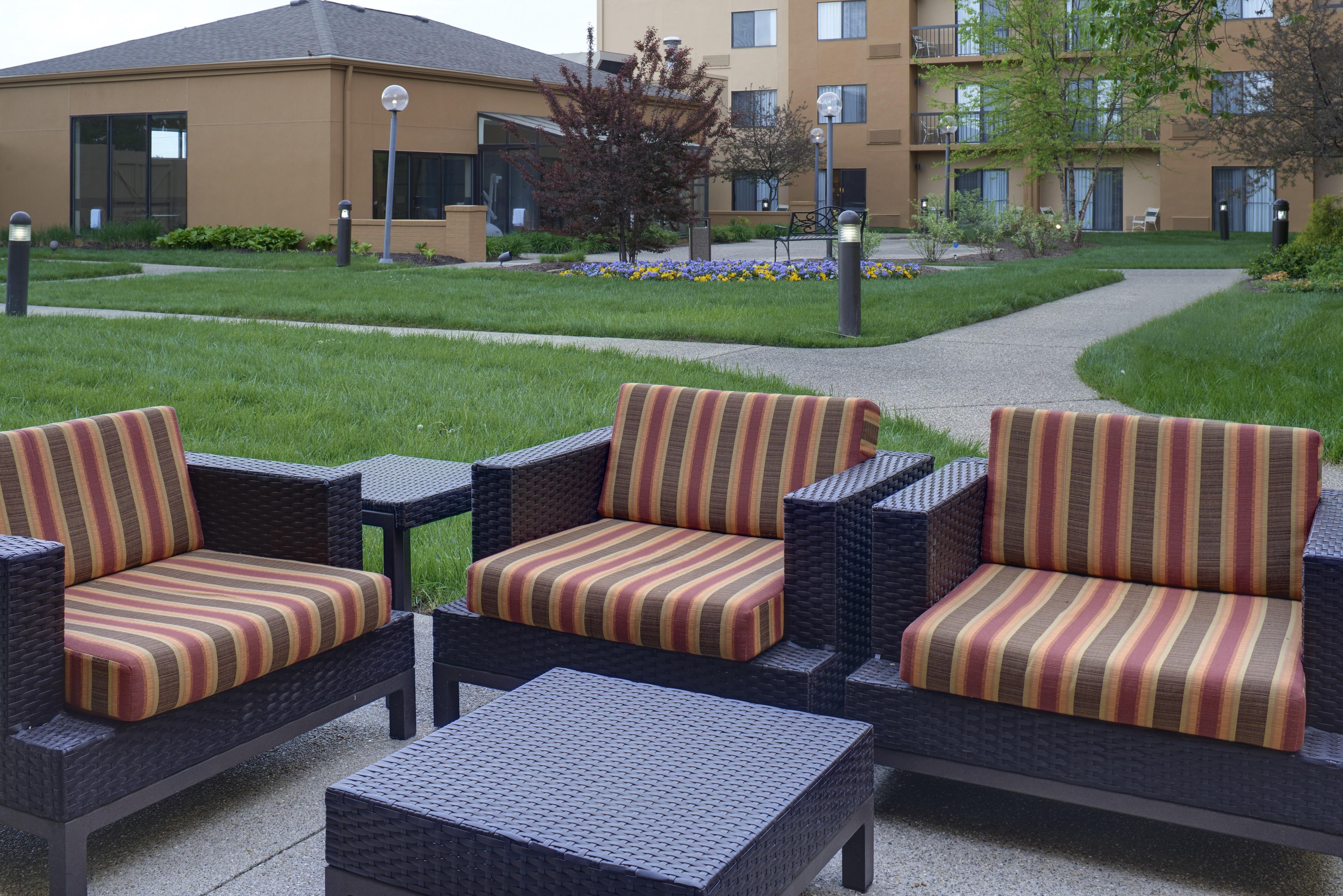 courtyard by marriott indianapolis airport indianapolis. Black Bedroom Furniture Sets. Home Design Ideas