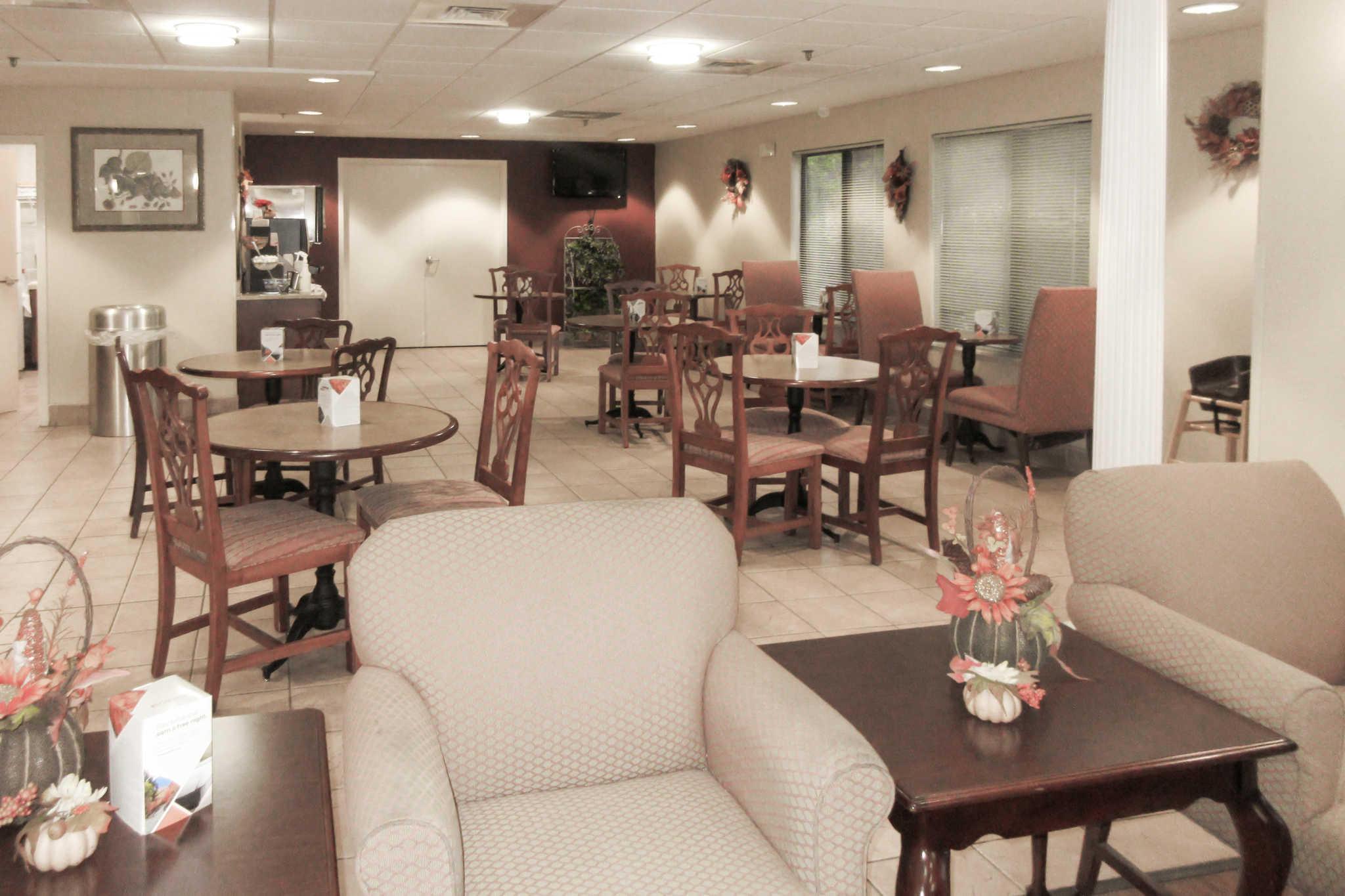 Rodeway Inn Troutville (540)992-5055