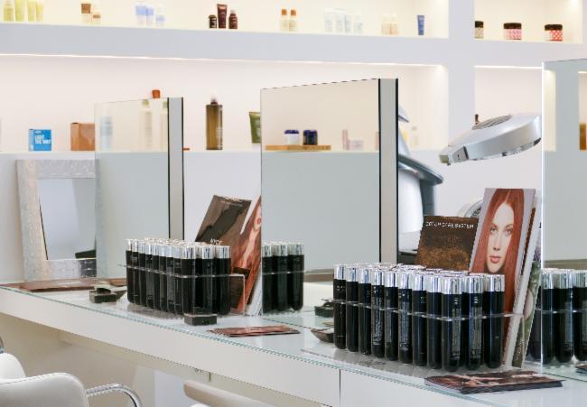 Manicure e pedicure a matera infobel italia for Arredamento parrucchieri low cost