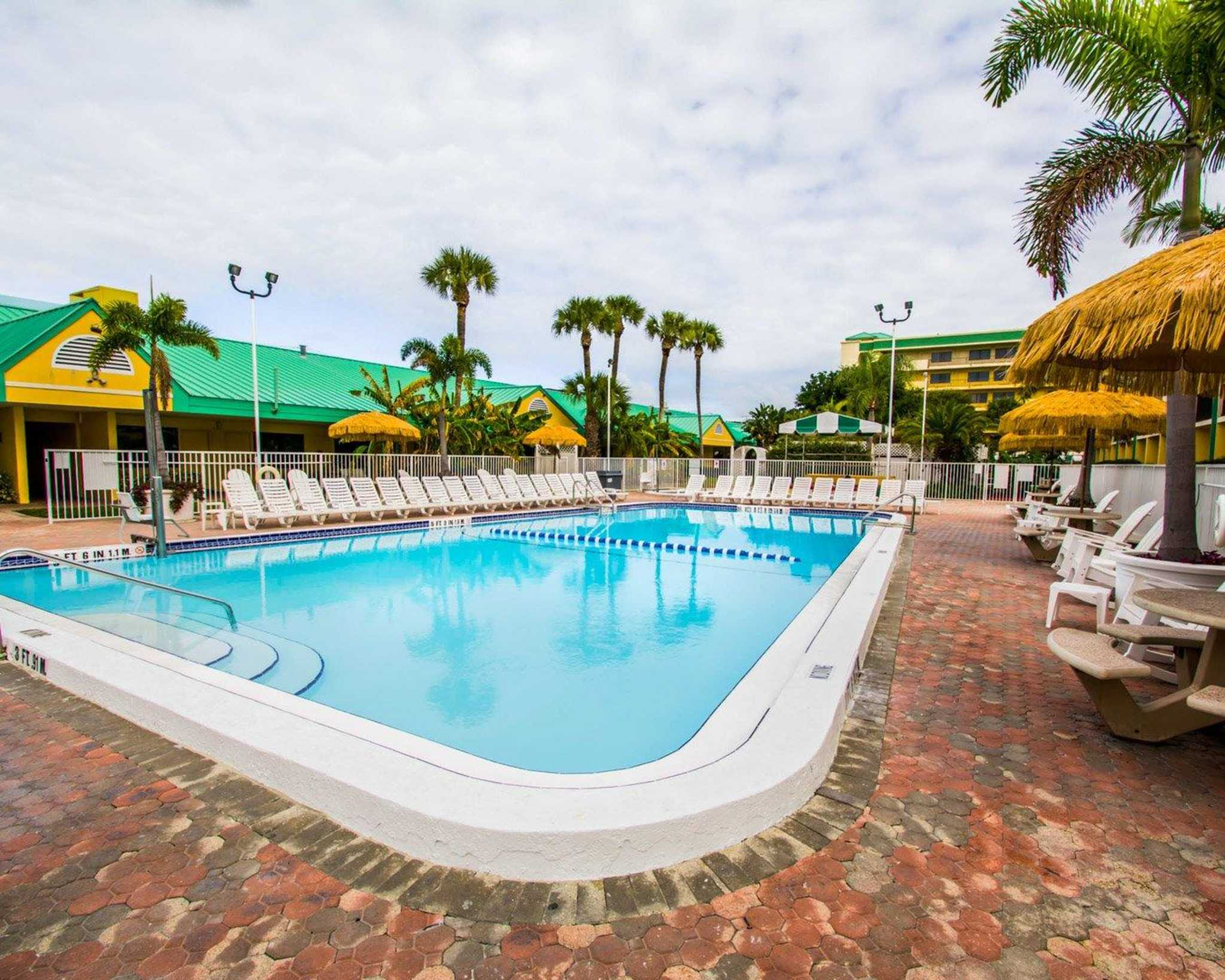 Hotel In Cocoa Beach With Hot Tub In Room