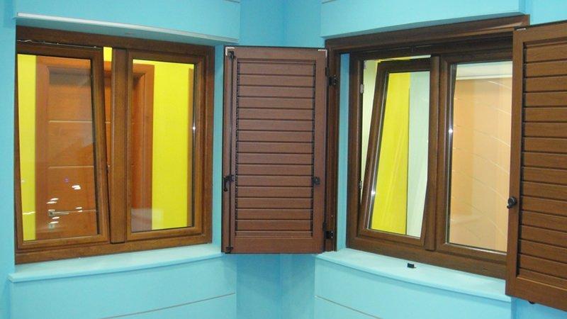 Porte finestre porte e portoni melissano italia tel 0833588 - Porte e finestre vicenza ...