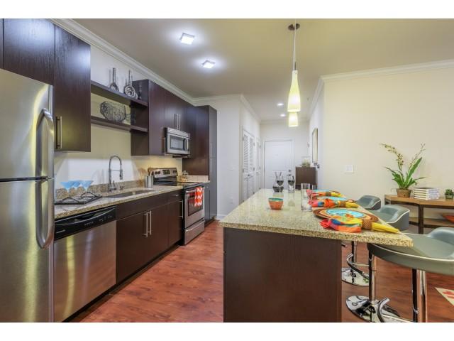 Vanguard Northlake Apartments