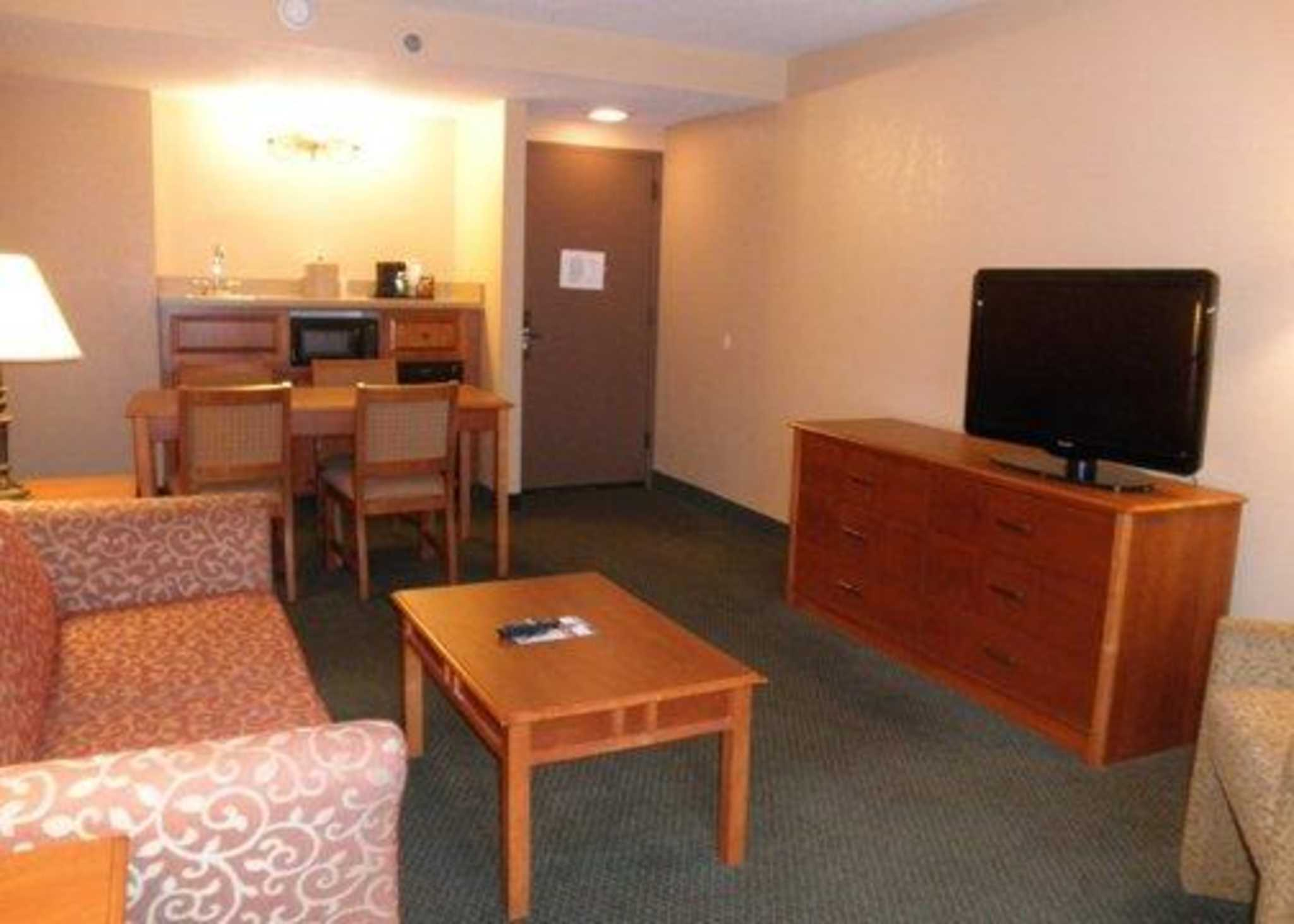 Hotels With Living Rooms In Florissant Mo