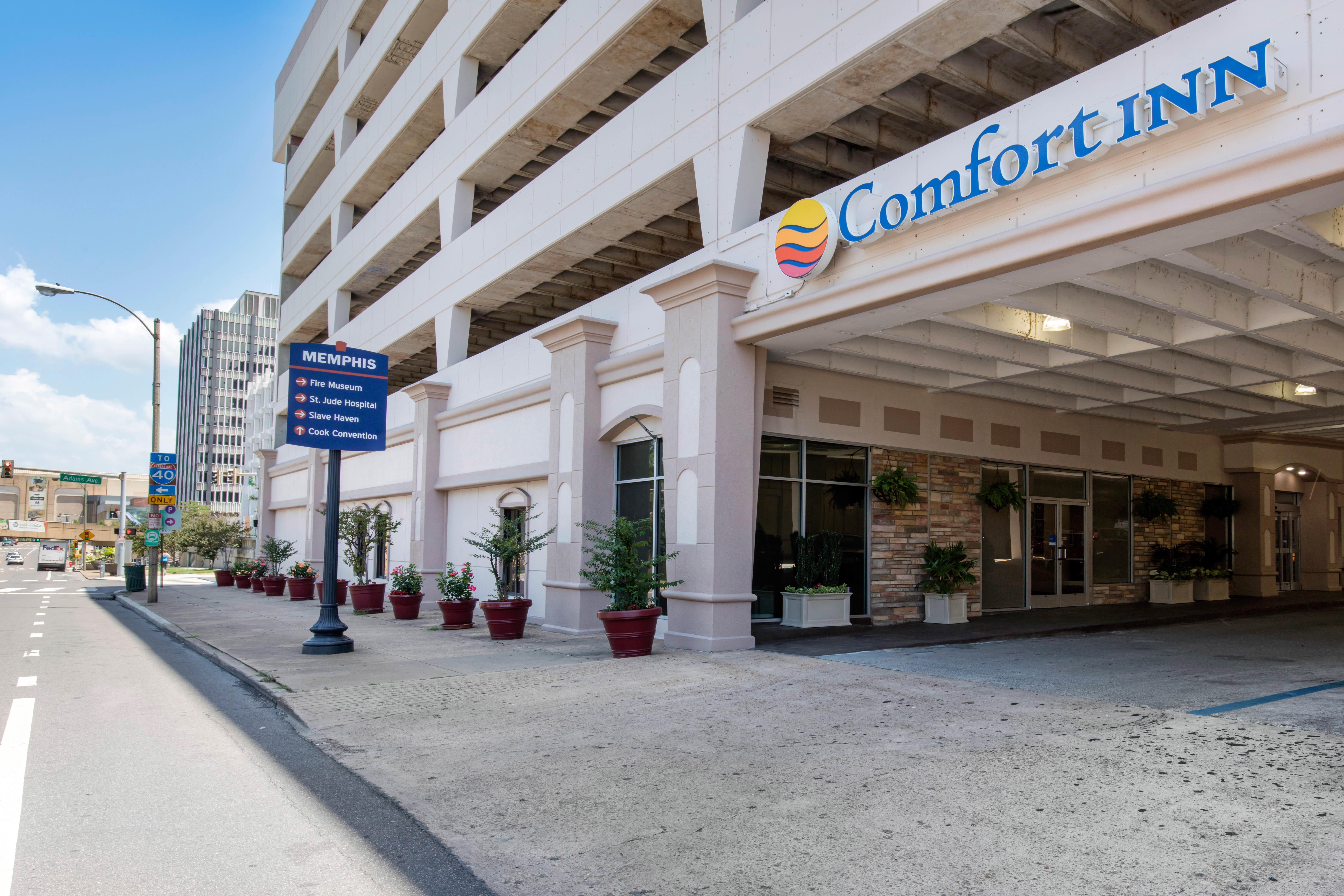 Comfort inn downtown in memphis tn 38103 for Motels near graceland memphis tn