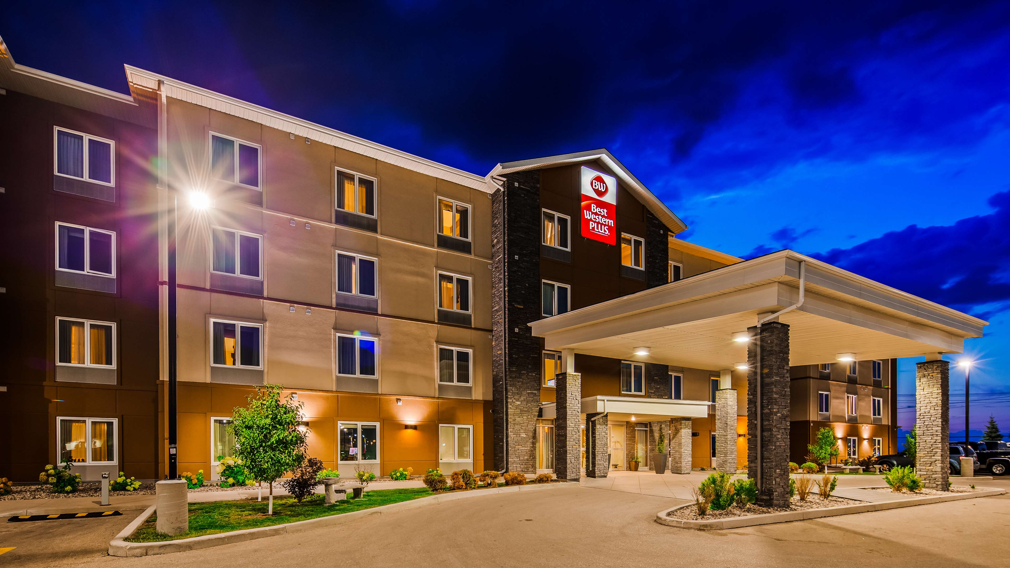 Hotel Exterior Best Western Plus Winnipeg West Headingley (204)594-2200
