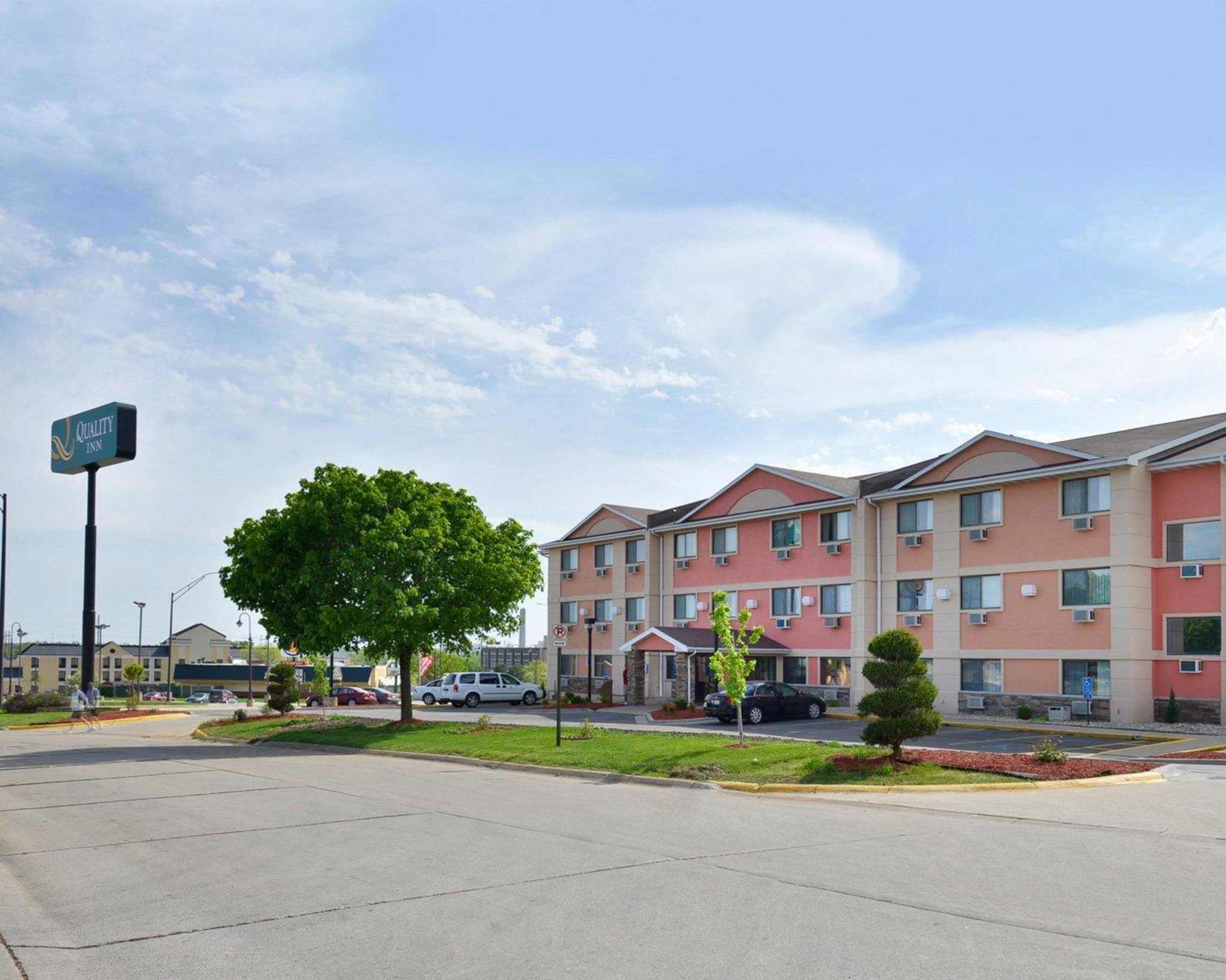 Hotels Near Cedar Rapids Airport